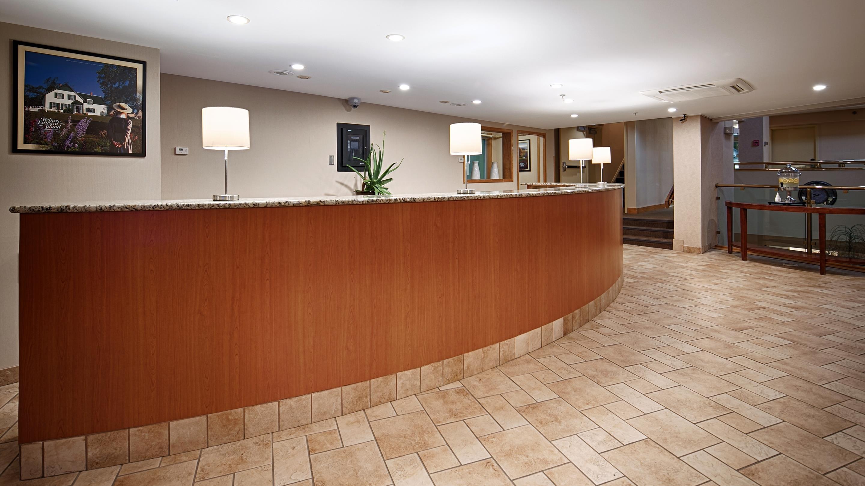 Charlottetown Inn & Conference Centre in Charlottetown: Front Desk
