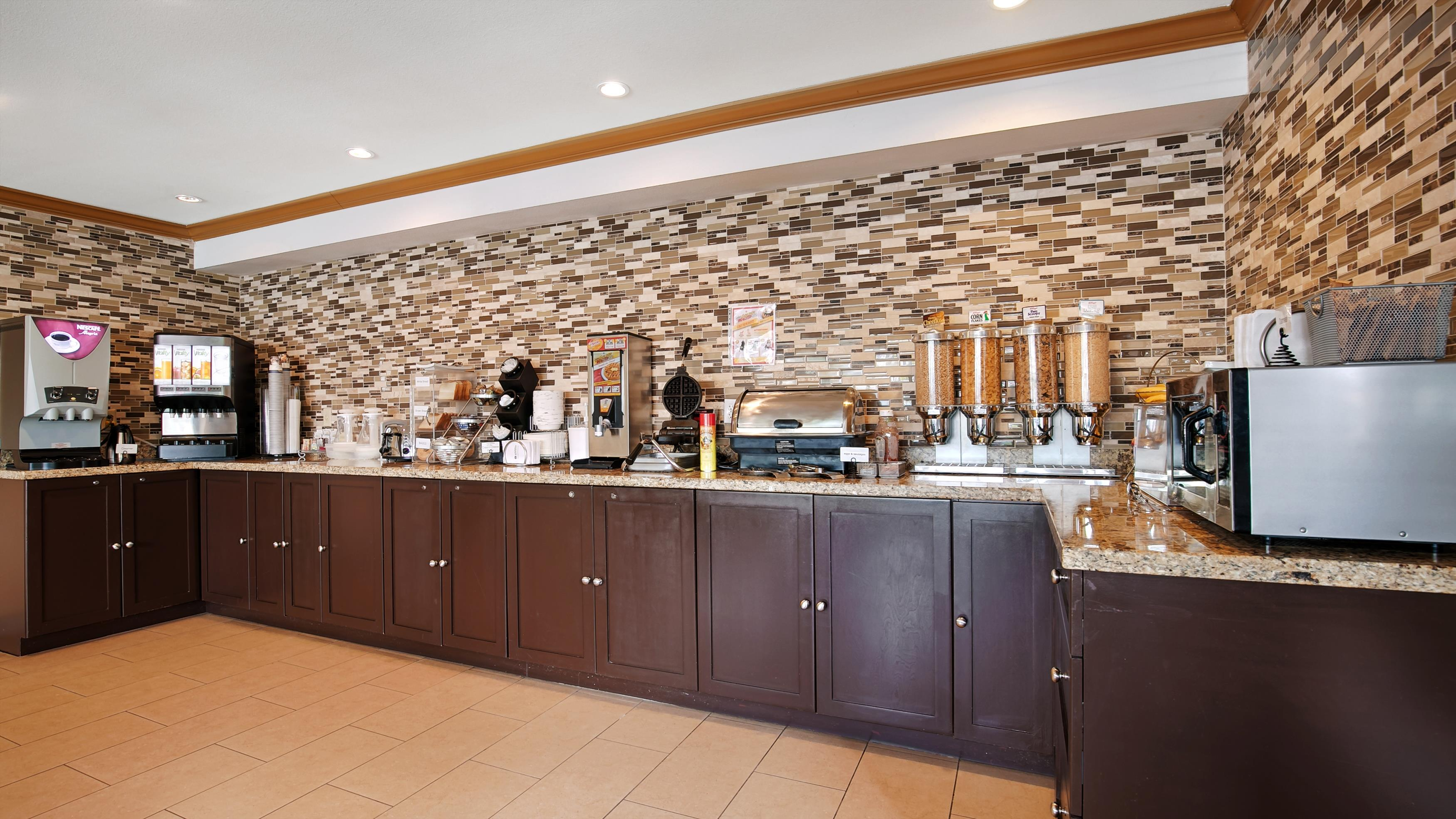 Best Western Maple Ridge Hotel in Maple Ridge: Breakfast Area