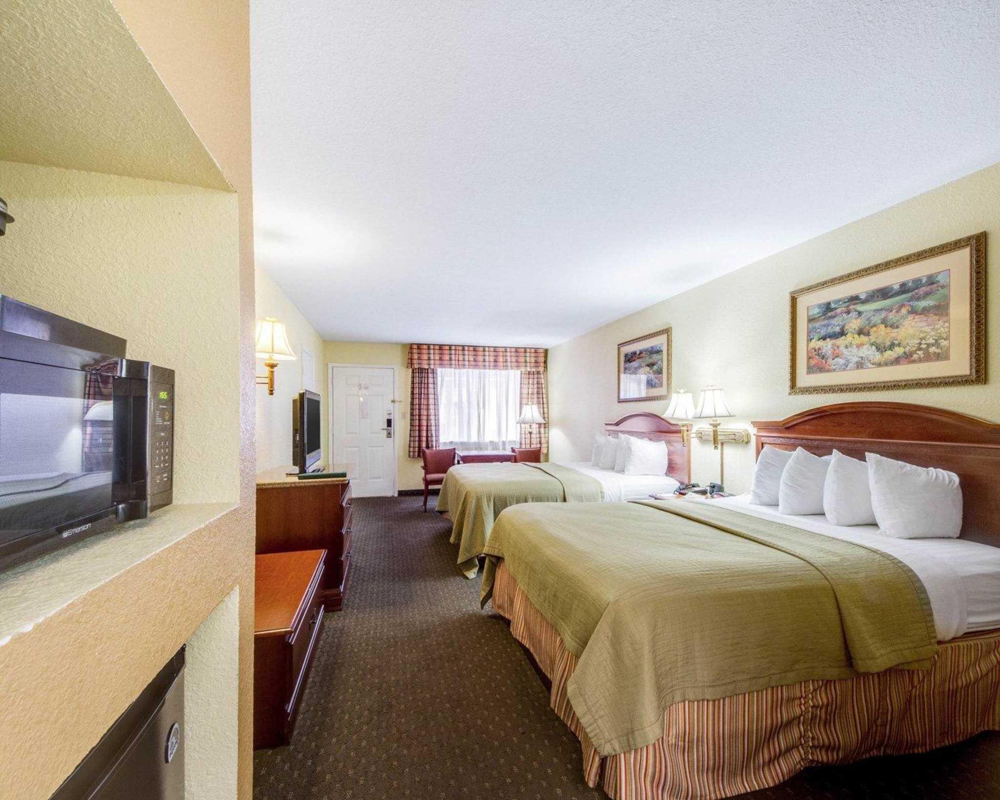Quality Inn & Suites Eagle Pass image 6