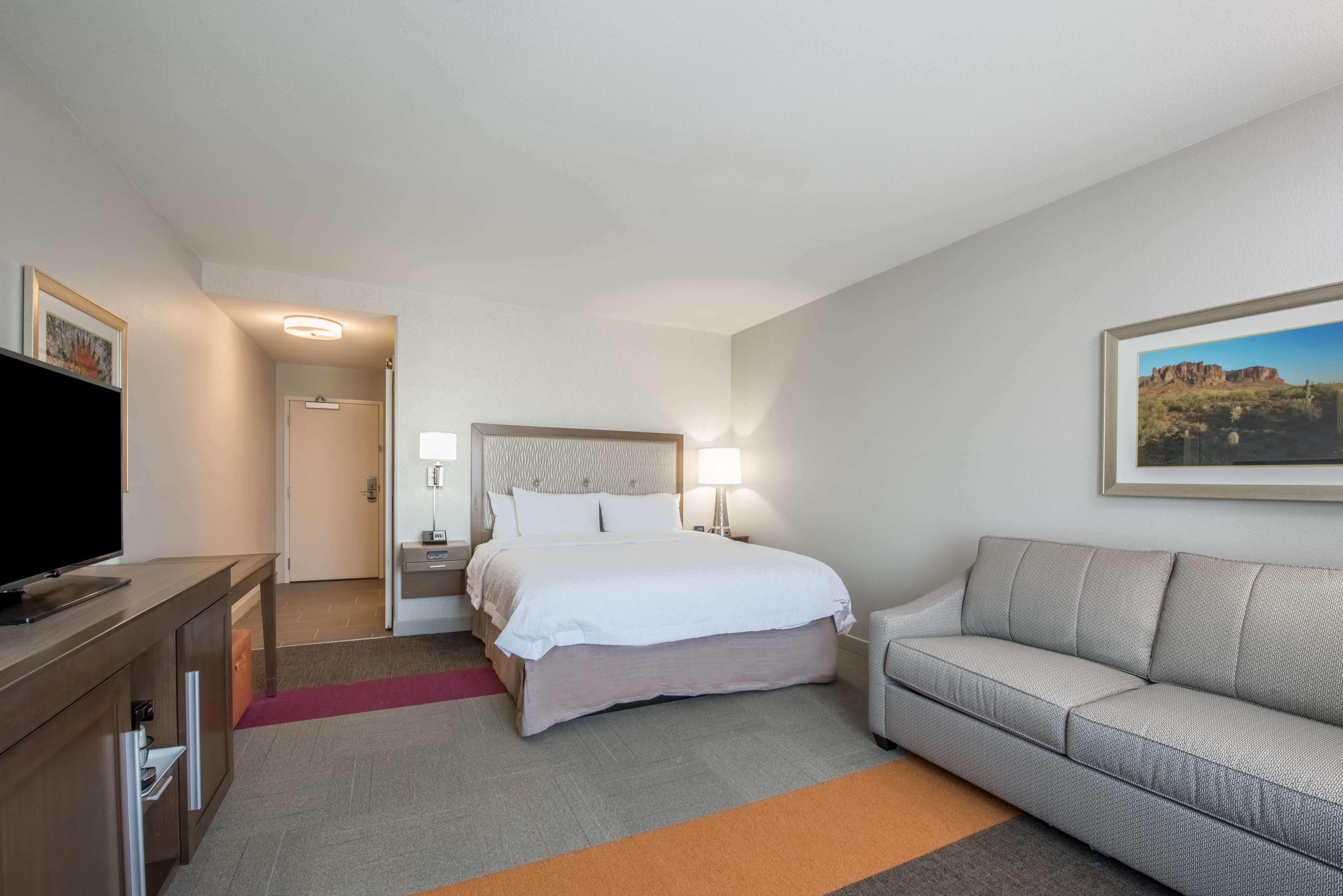 Hampton Inn & Suites Phoenix East Mesa image 12