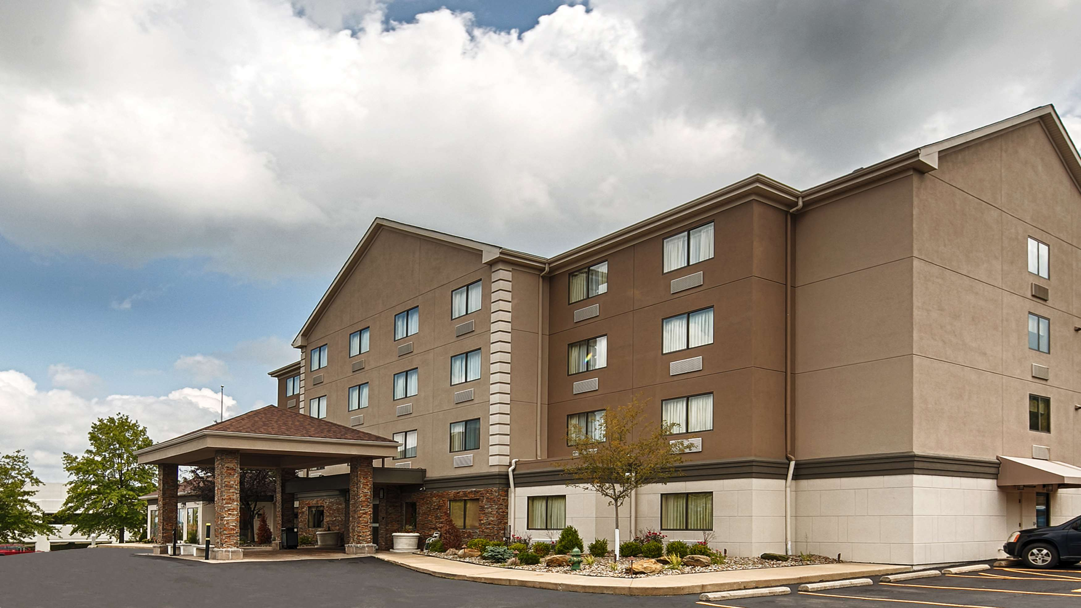 Best Western Plus West Akron Inn & Suites