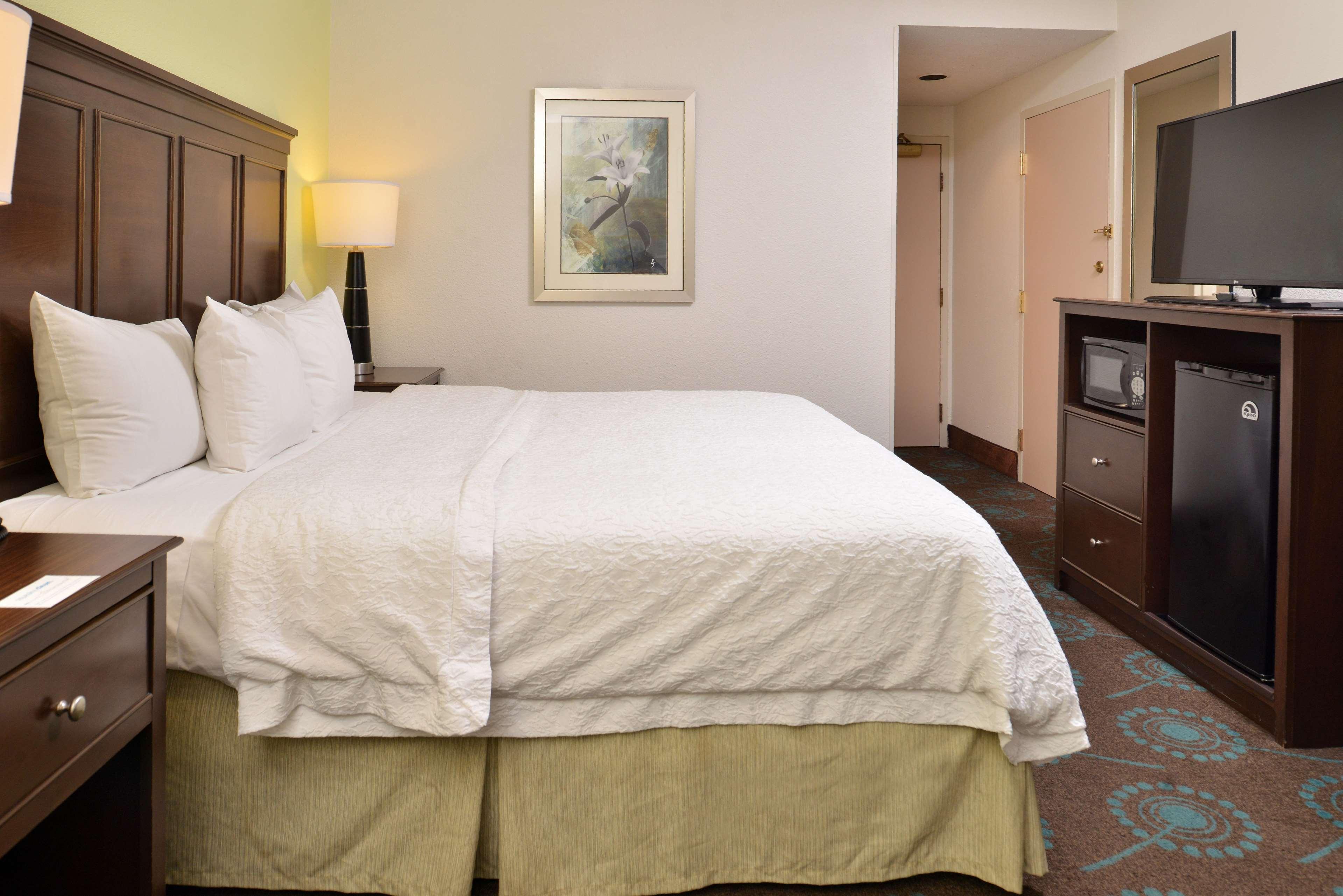 Hampton Inn & Suites Newport News (Oyster Point) image 45