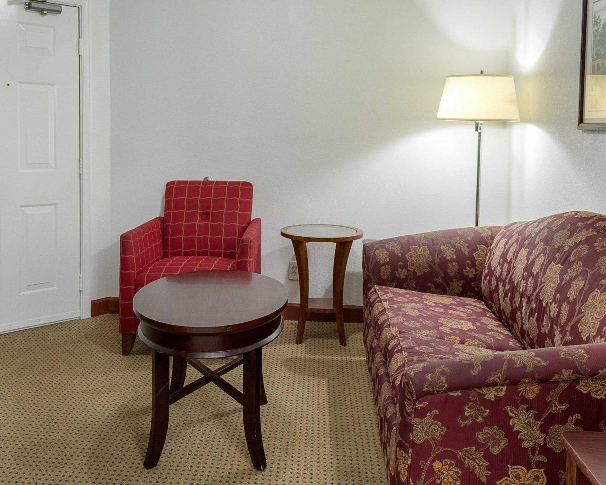 Econo Lodge Inn & Suites Carrollton Smithfield image 26