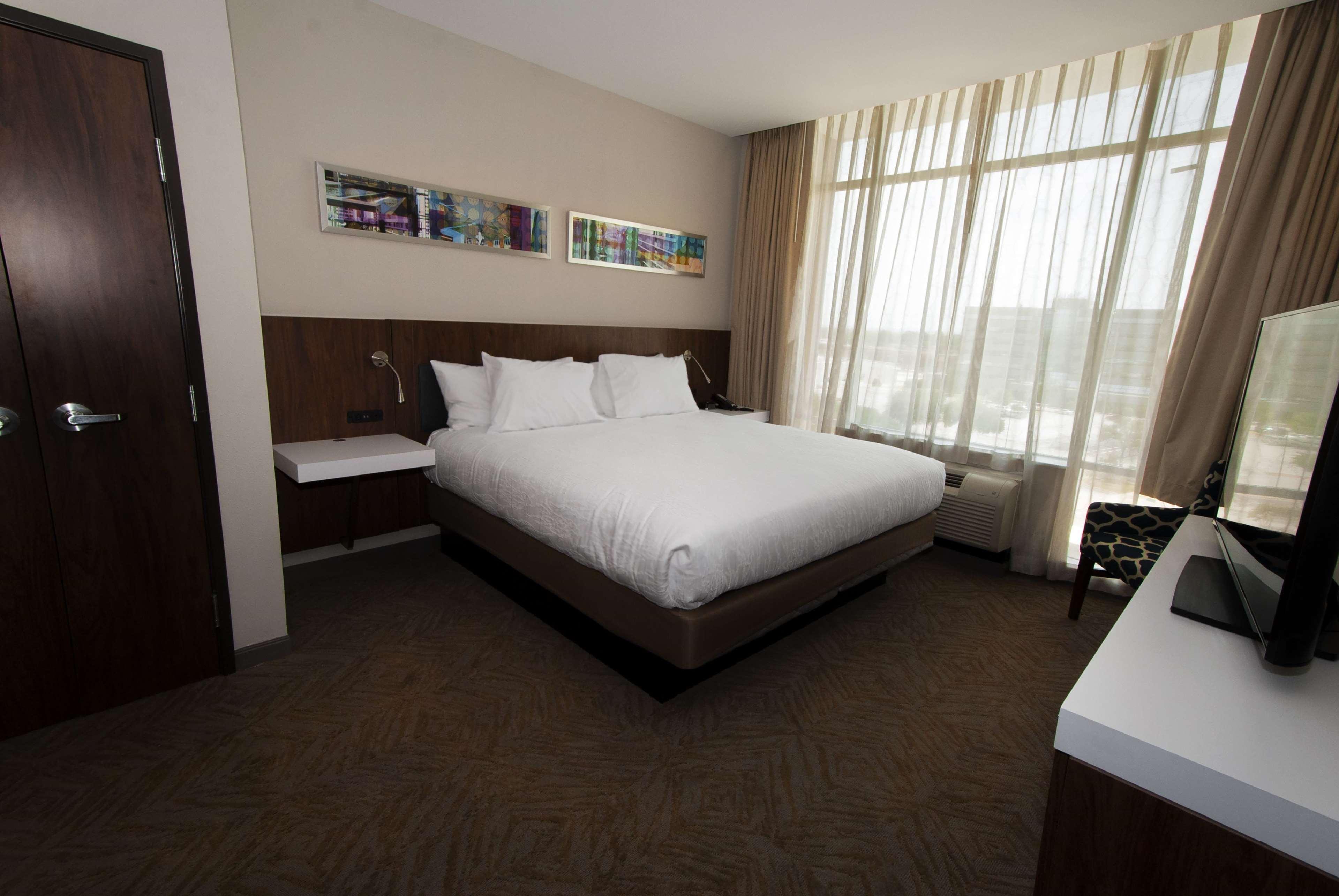 Hilton Garden Inn Dallas at Hurst Conference Center image 43