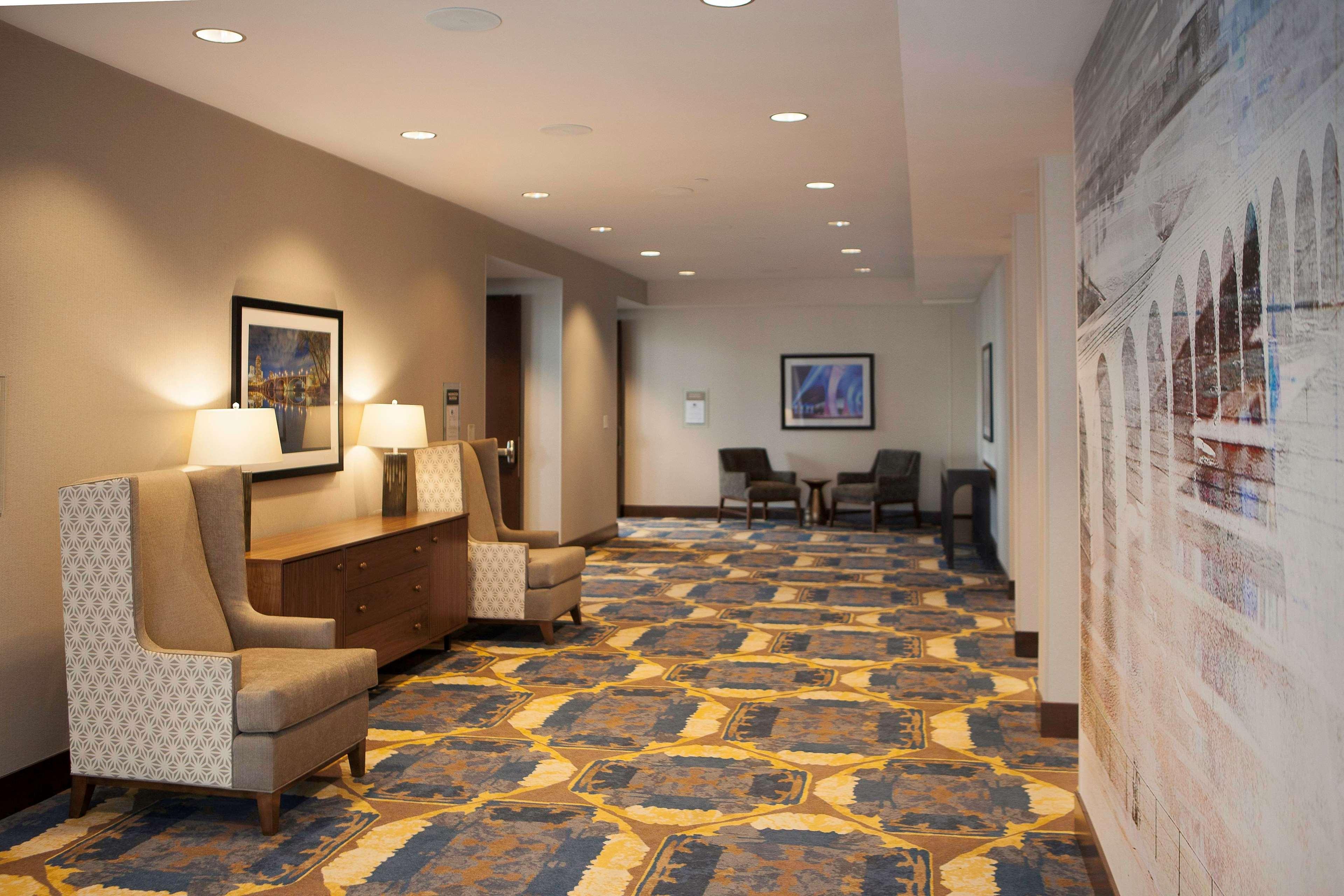 DoubleTree by Hilton Hotel Minneapolis - University Area image 2