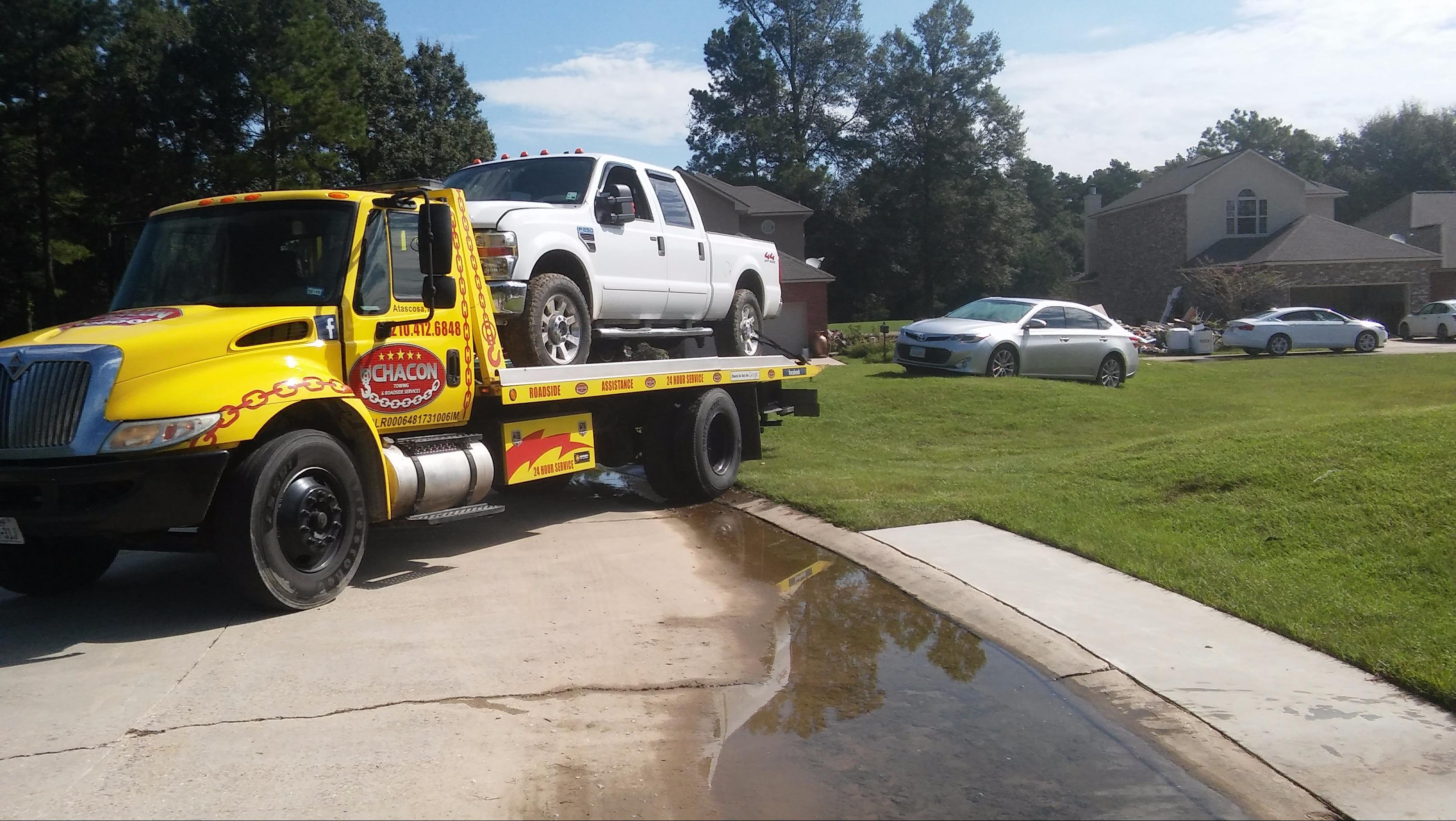 Chacon Towing & Roadside Assistance image 4