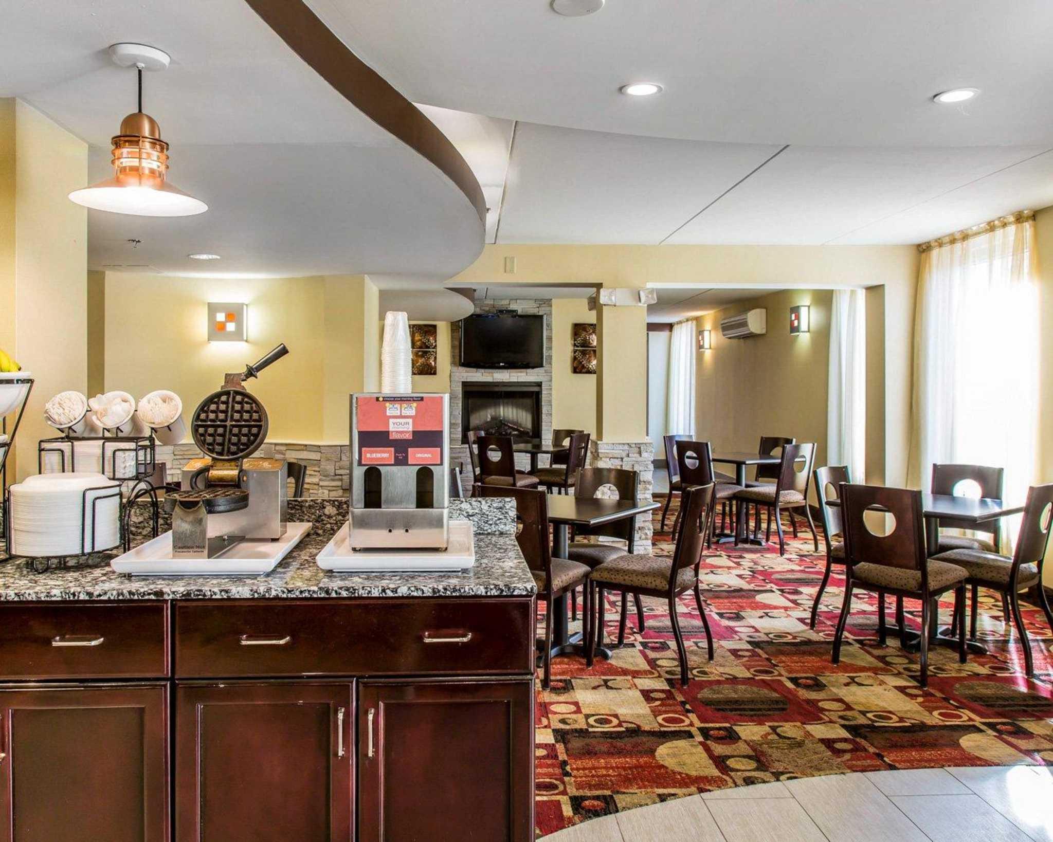 Comfort Inn & Suites East Hartford - Hartford image 24