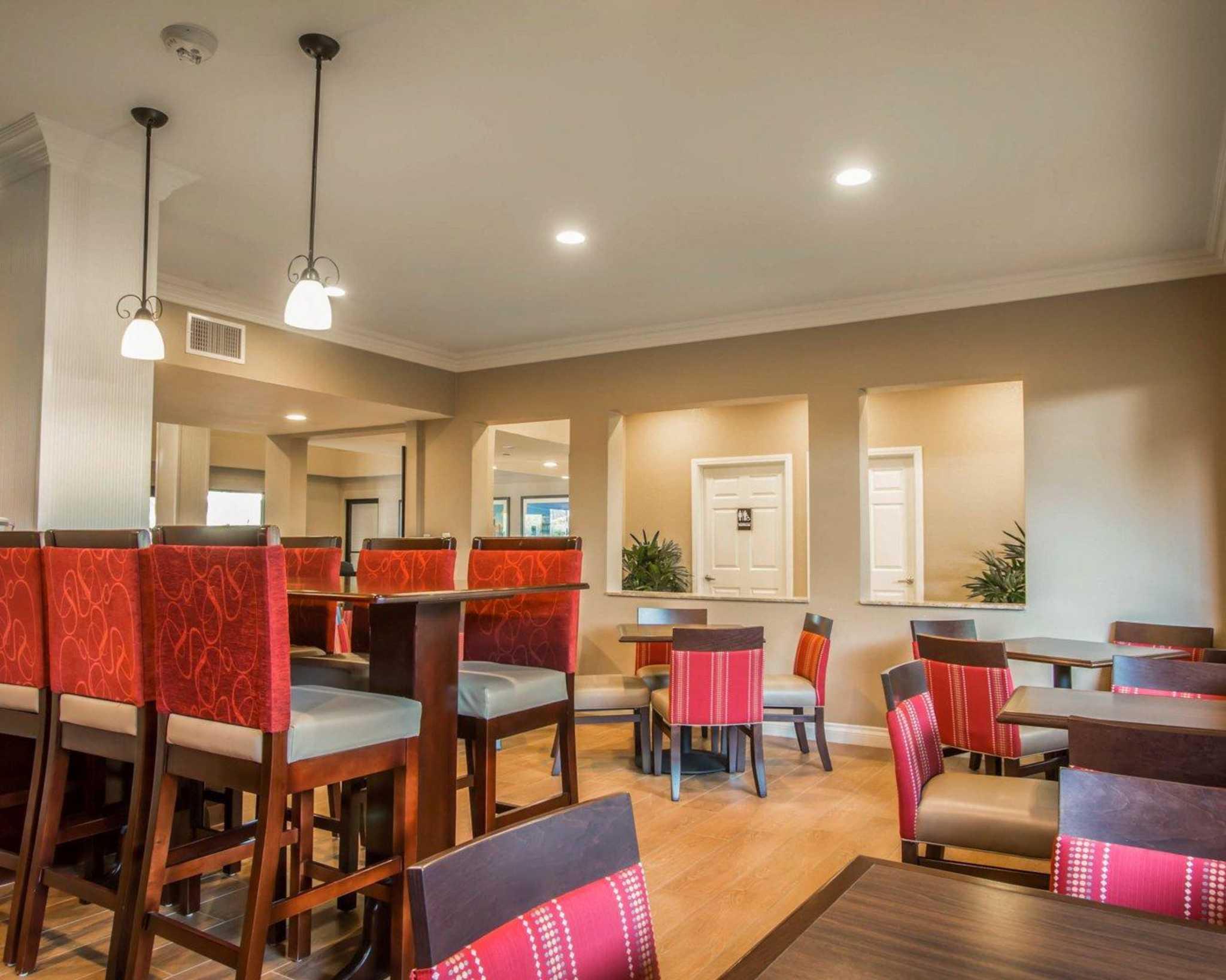 Comfort Suites Huntington Beach image 18
