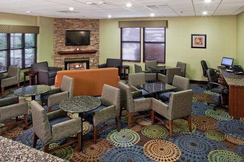 Holiday Inn Express Omaha West - 90th Street image 0