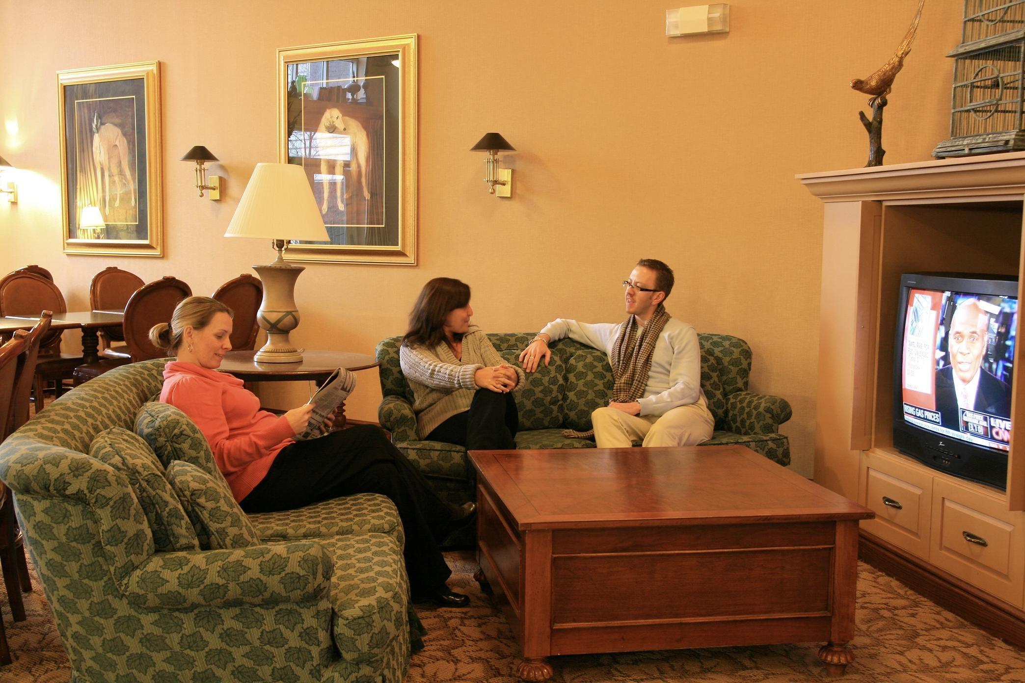 Hampton Inn & Suites Newtown image 4