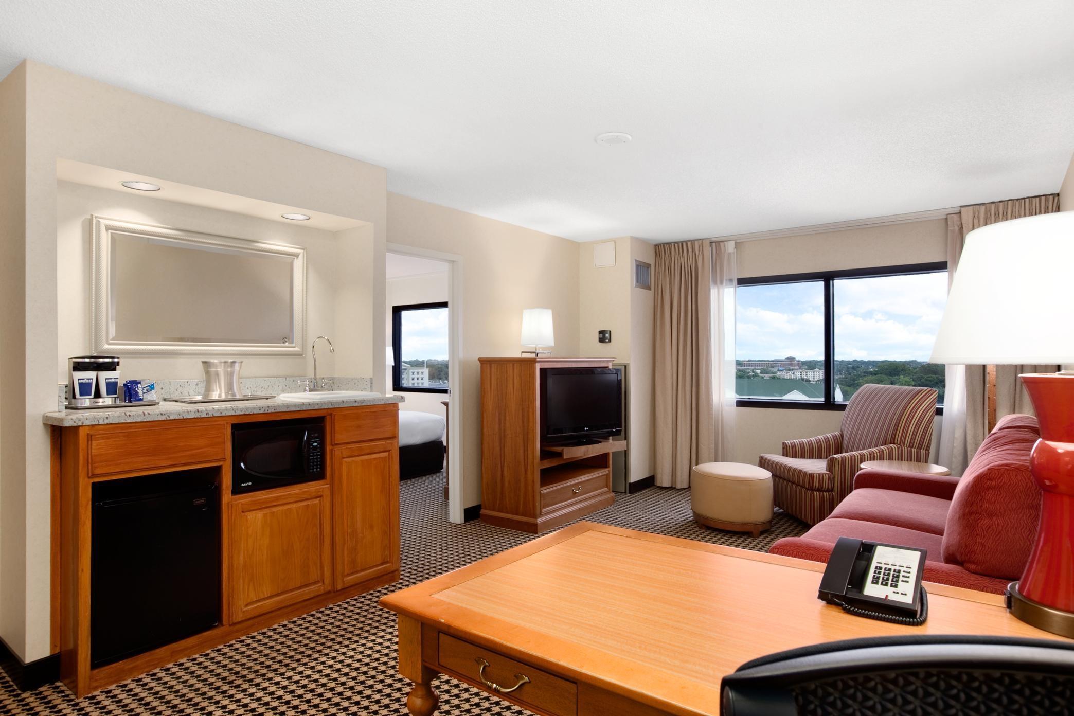 Hilton Chicago/Oak Brook Suites image 18