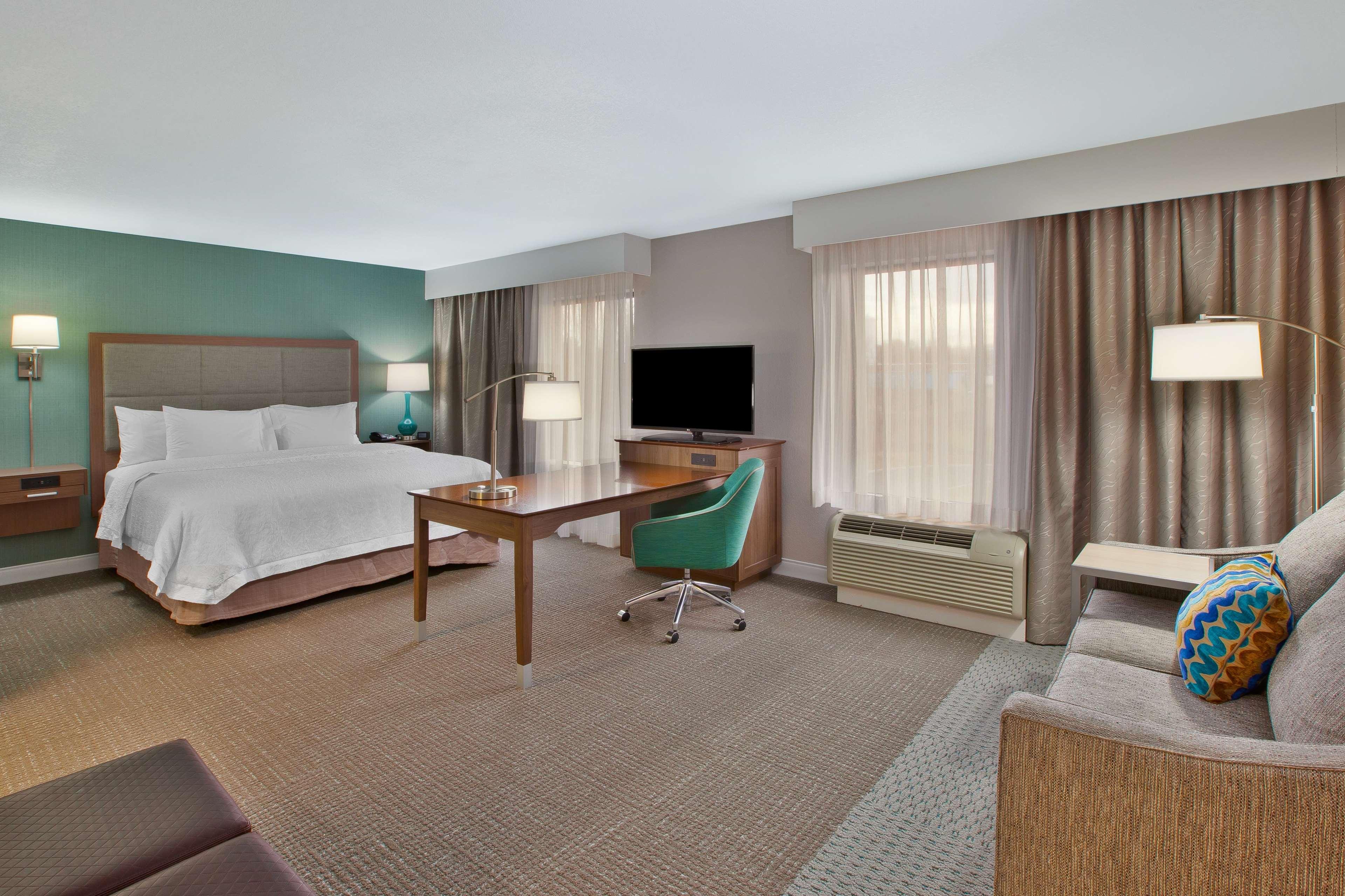 Hampton Inn & Suites Alliance image 15