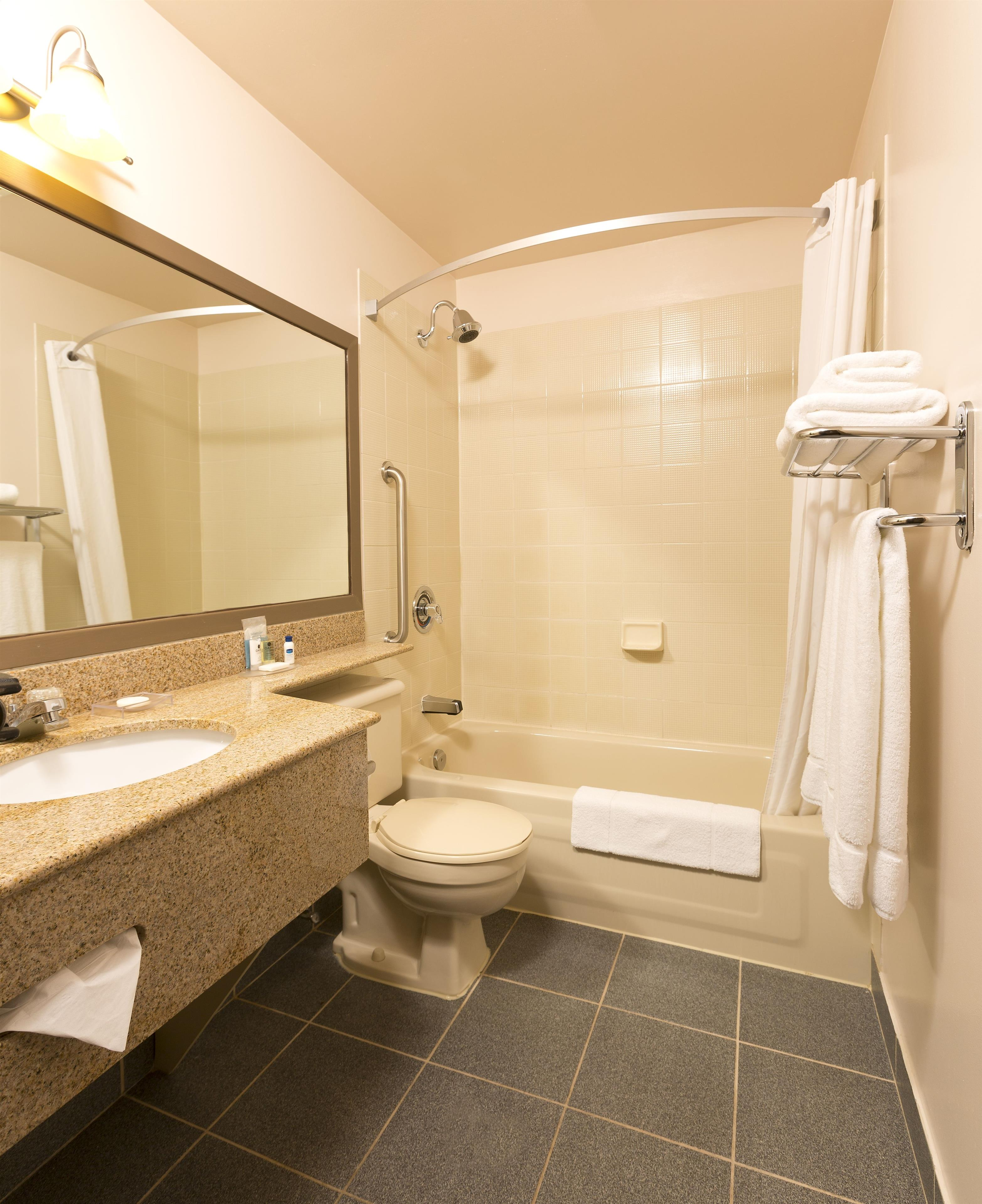 Best Western Laval-Montreal à Laval: Guest Bathroom