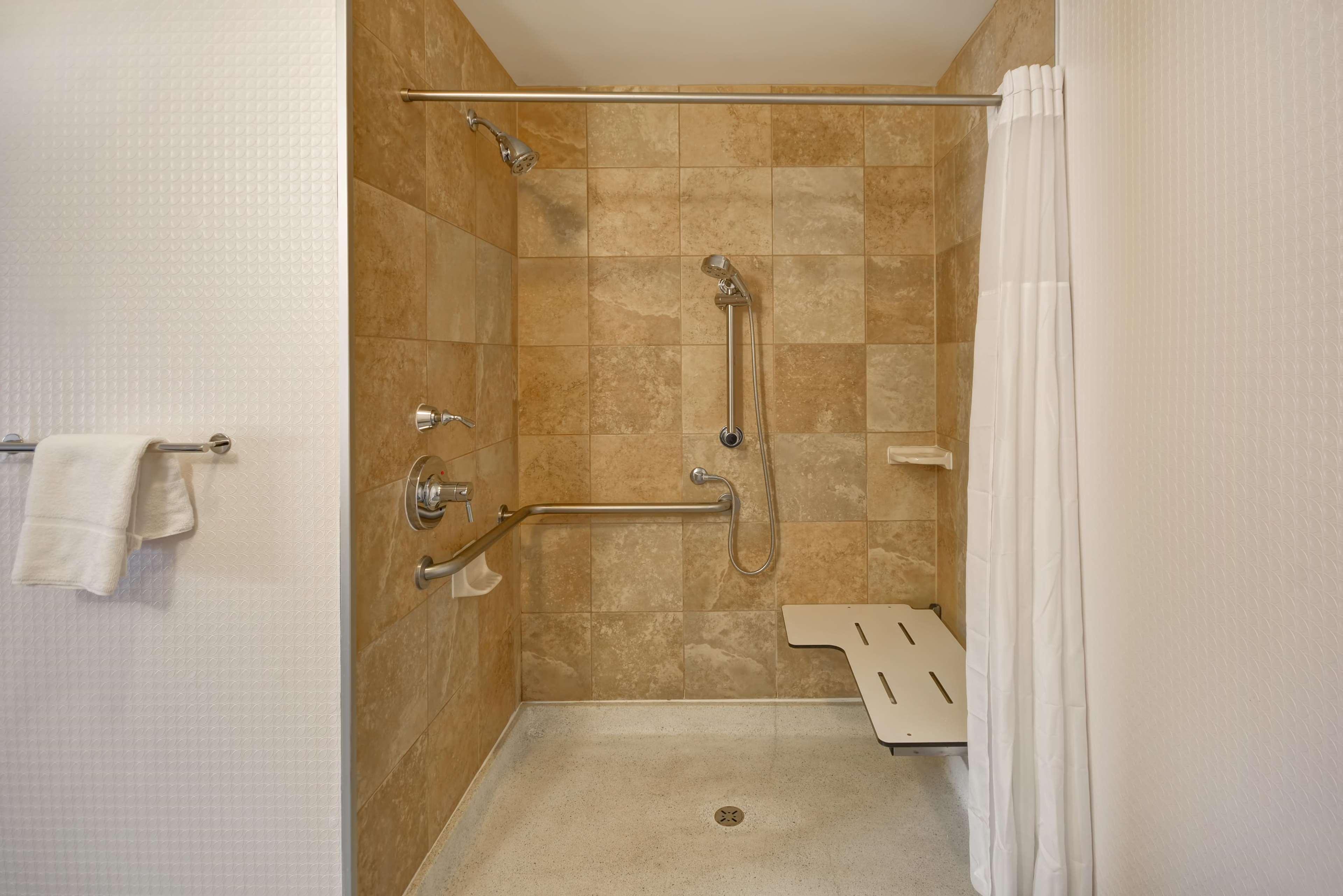 Hampton Inn & Suites Columbus-Easton Area image 43