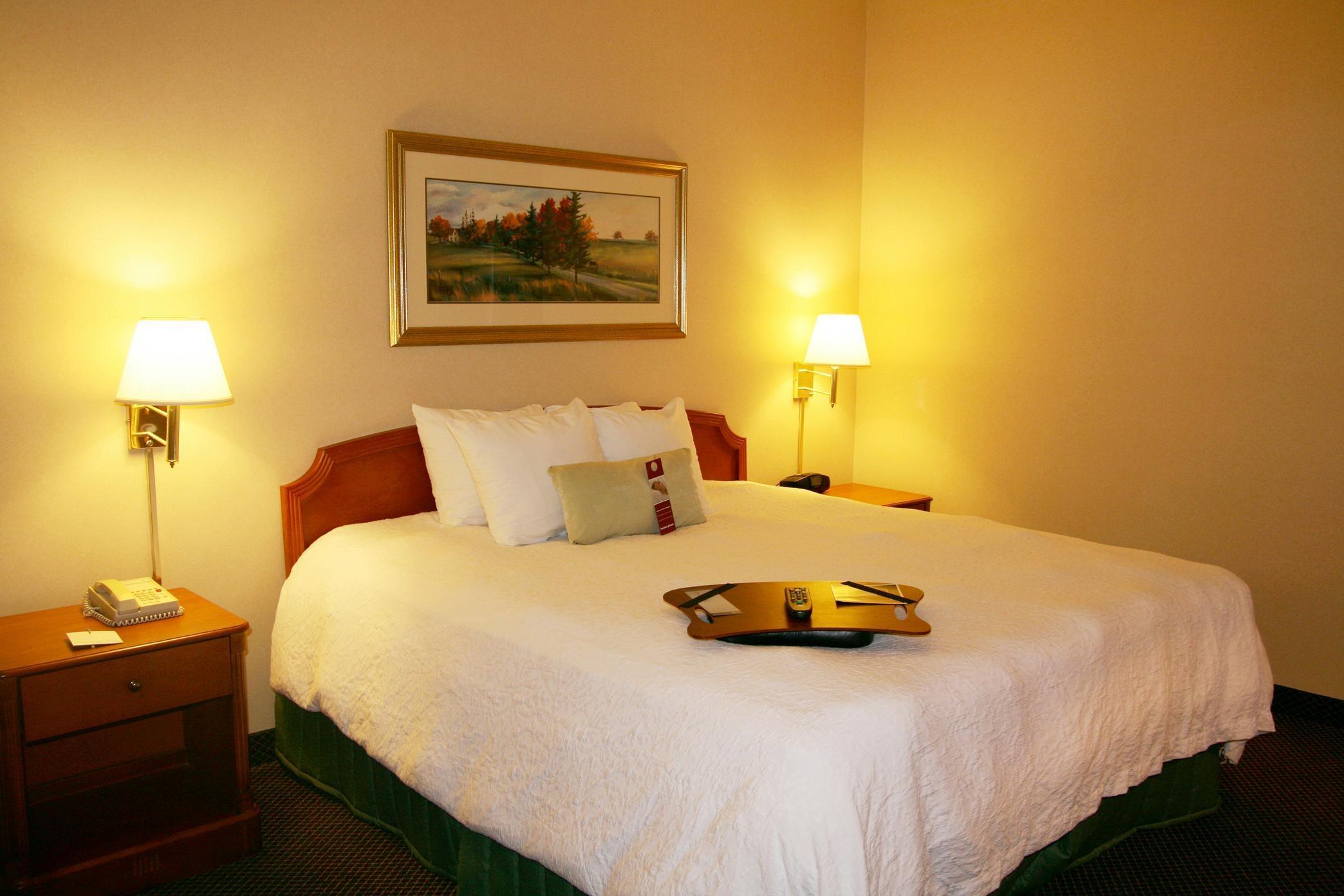 Hampton Inn & Suites Newtown image 15