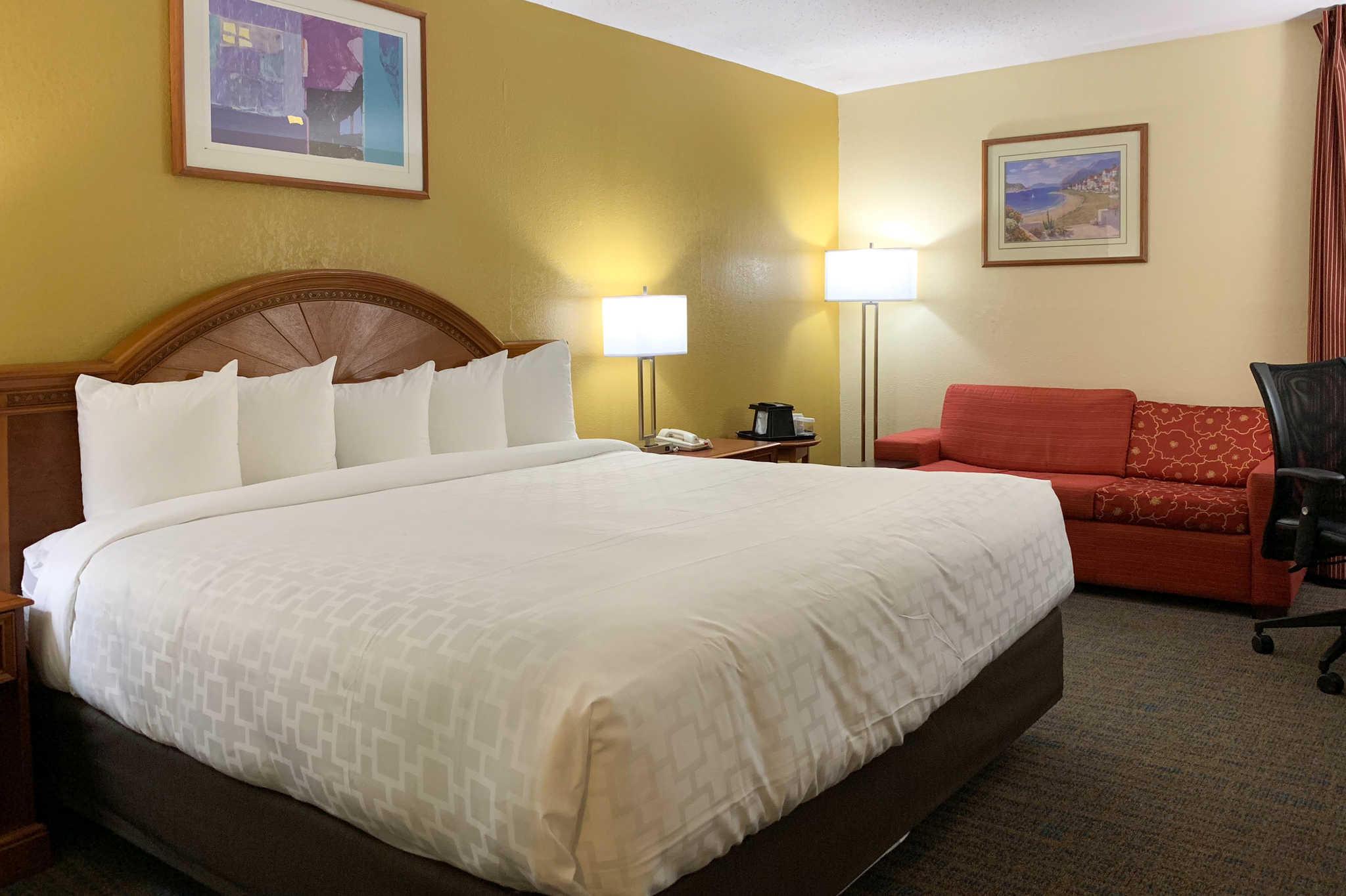 Clarion Inn image 0