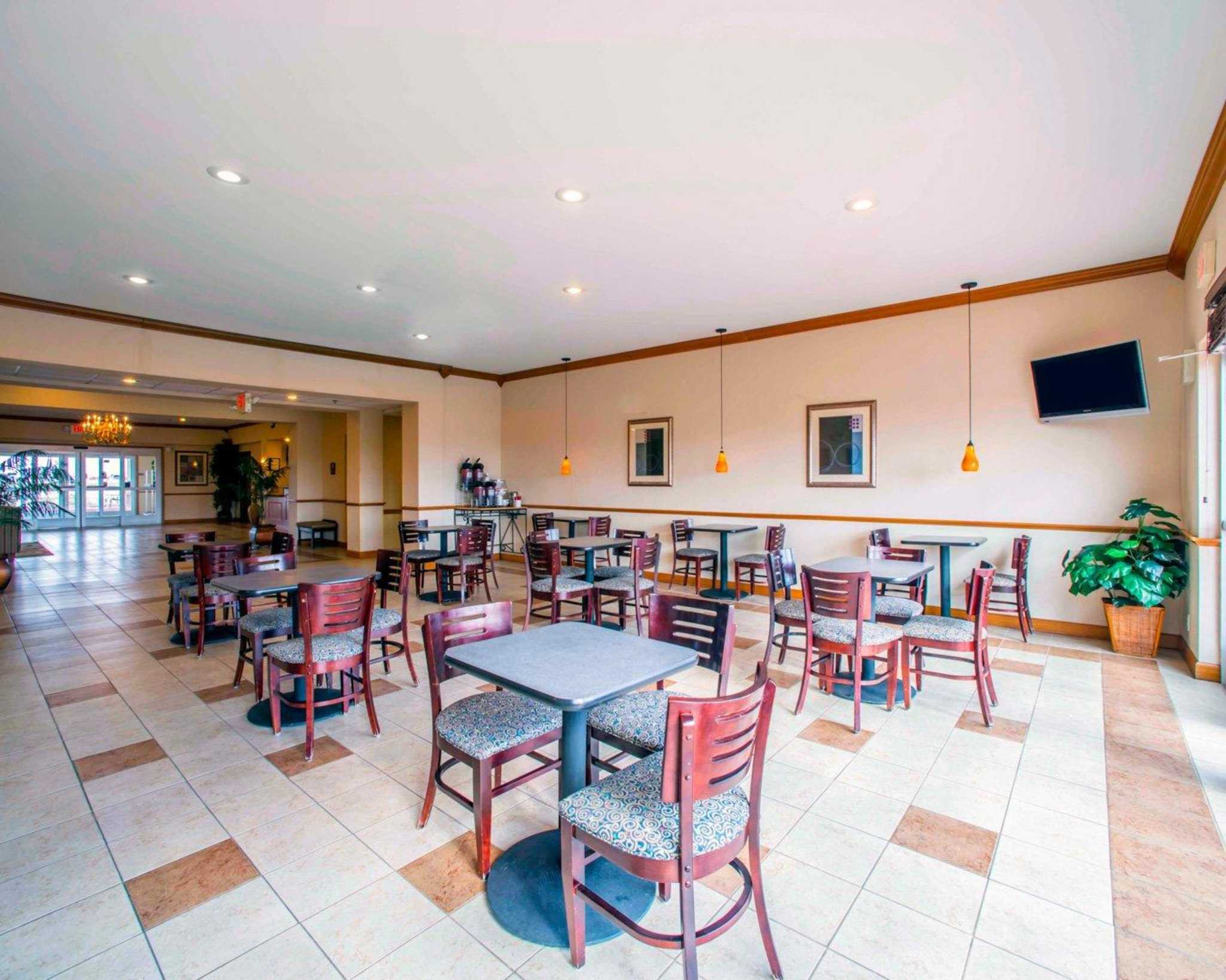 Comfort Inn & Suites Greenville I-70 image 13