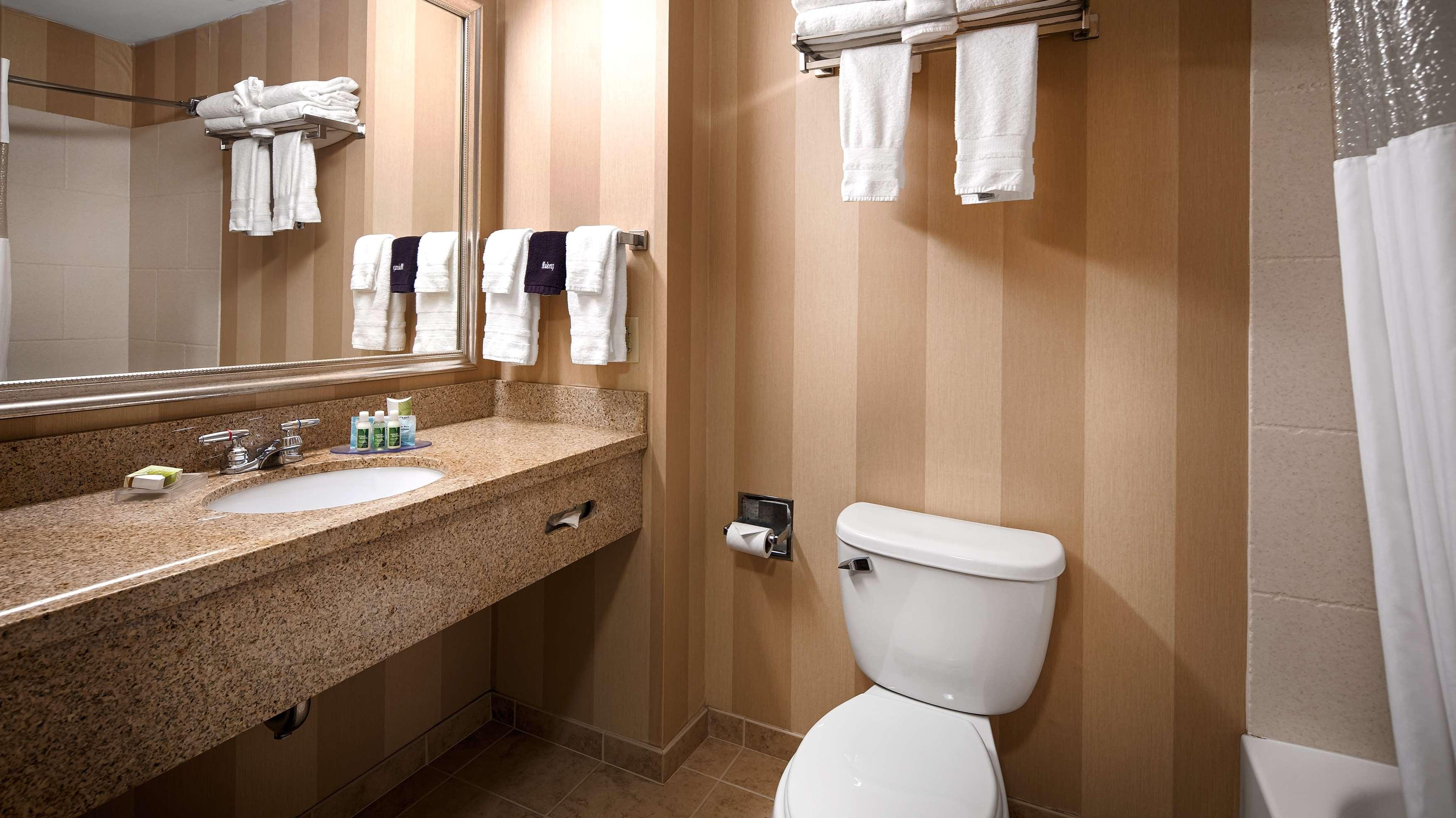 Best Western Plus University Park Inn & Suites image 23