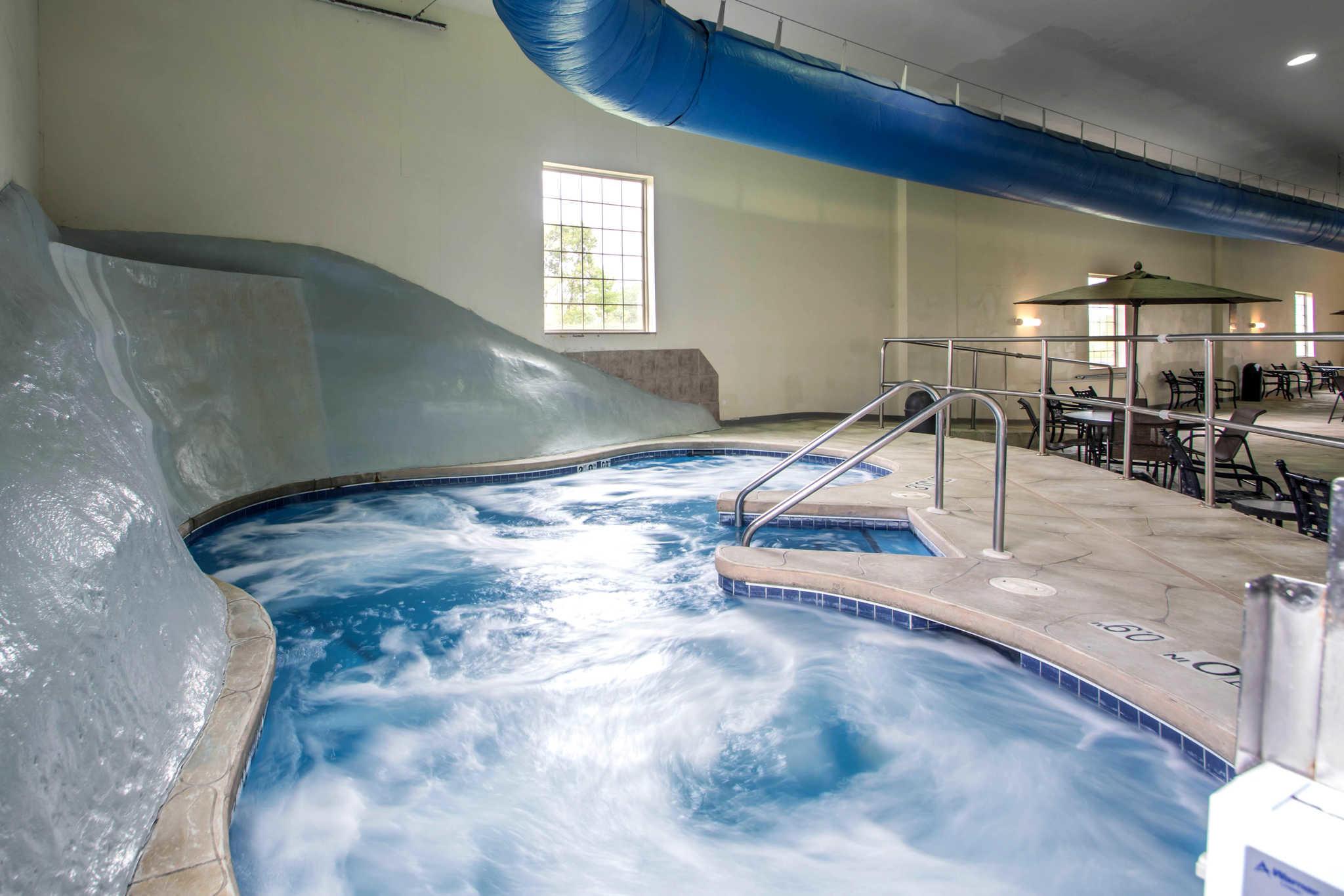 Comfort Suites Johnson Creek Conference Center image 27