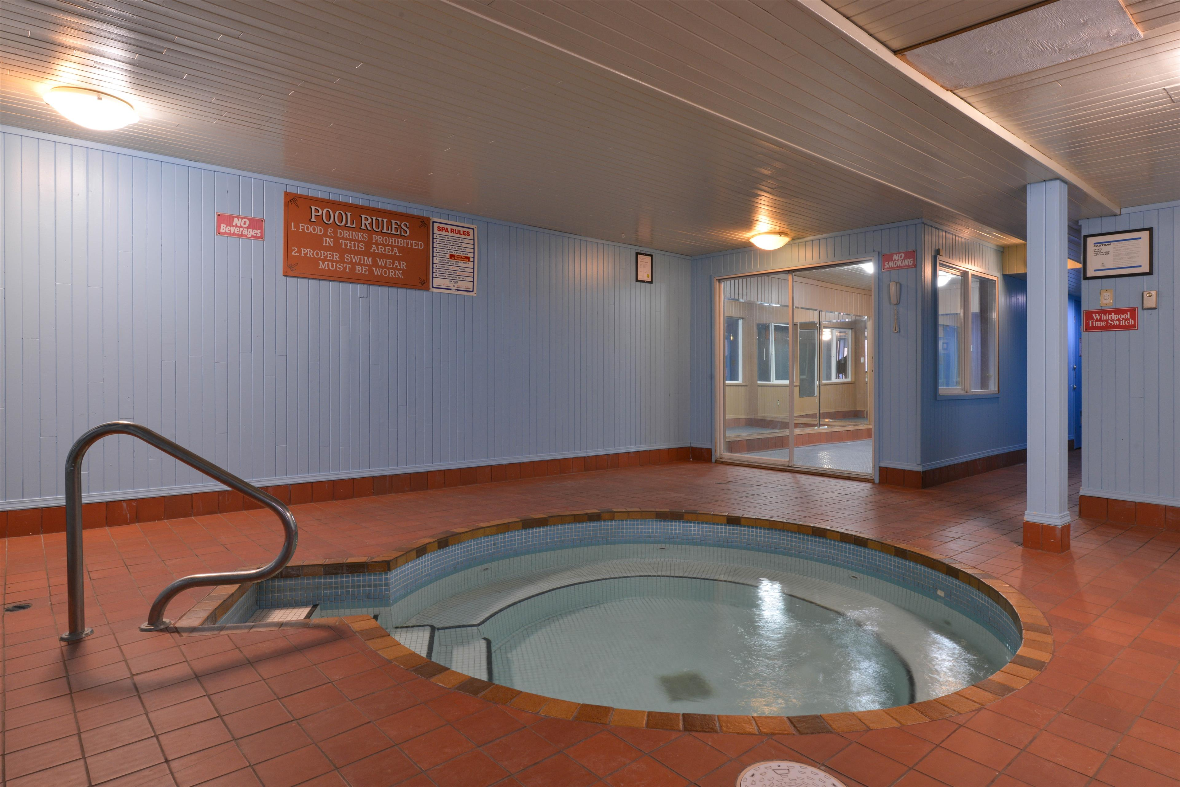 Canadas Best Value Inn & Suites Vernon in Vernon: Hot Tub