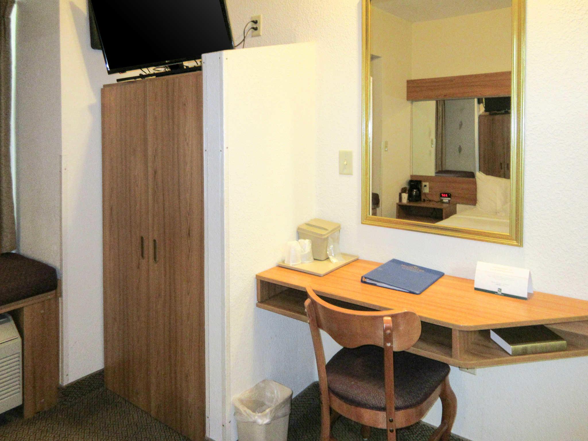 Quality Inn & Suites image 8