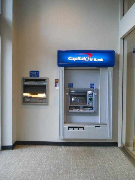 Capital One Bank At 333 Travis Street Shreveport La On Fave
