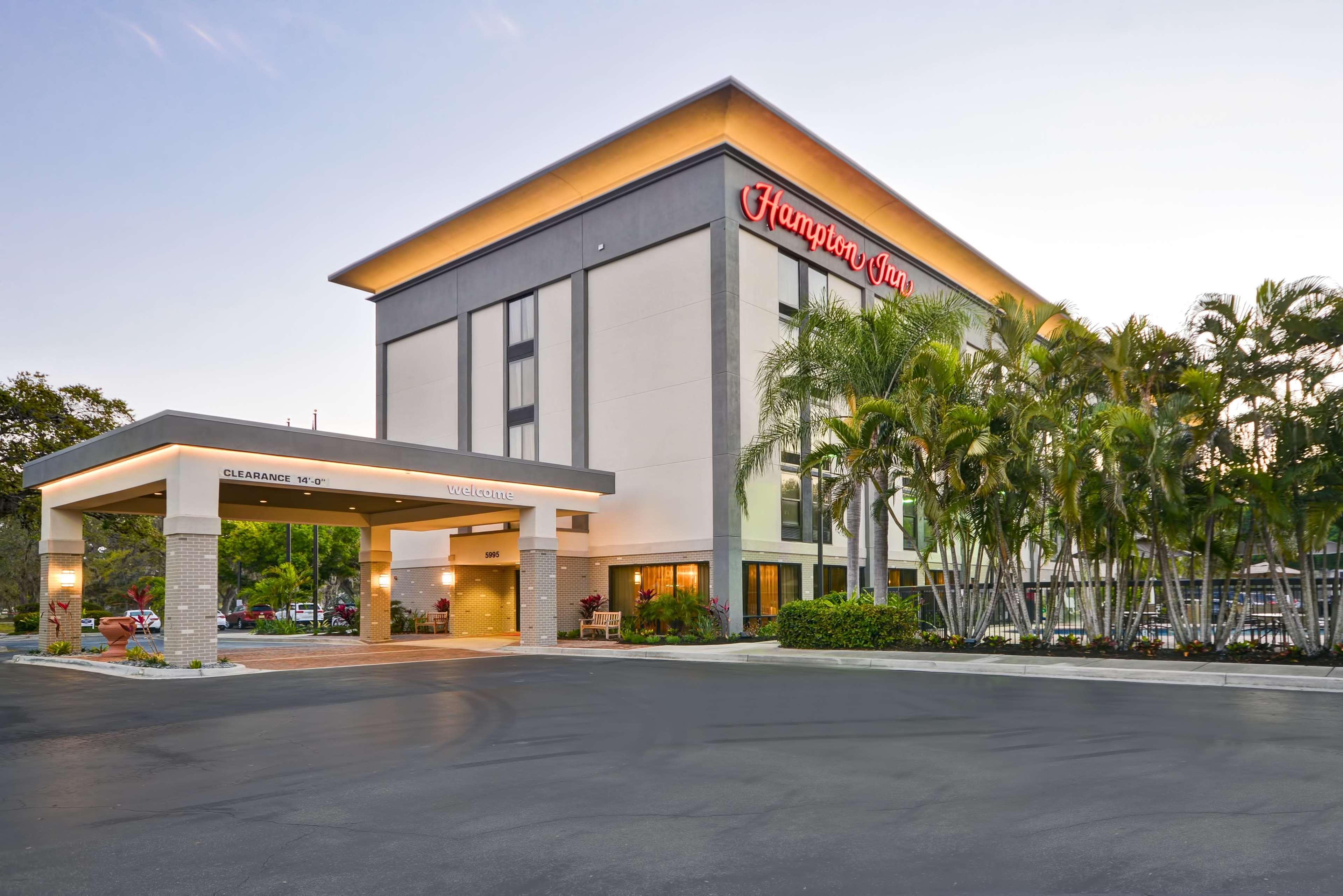 Hampton Inn Sarasota - I-75 Bee Ridge image 1