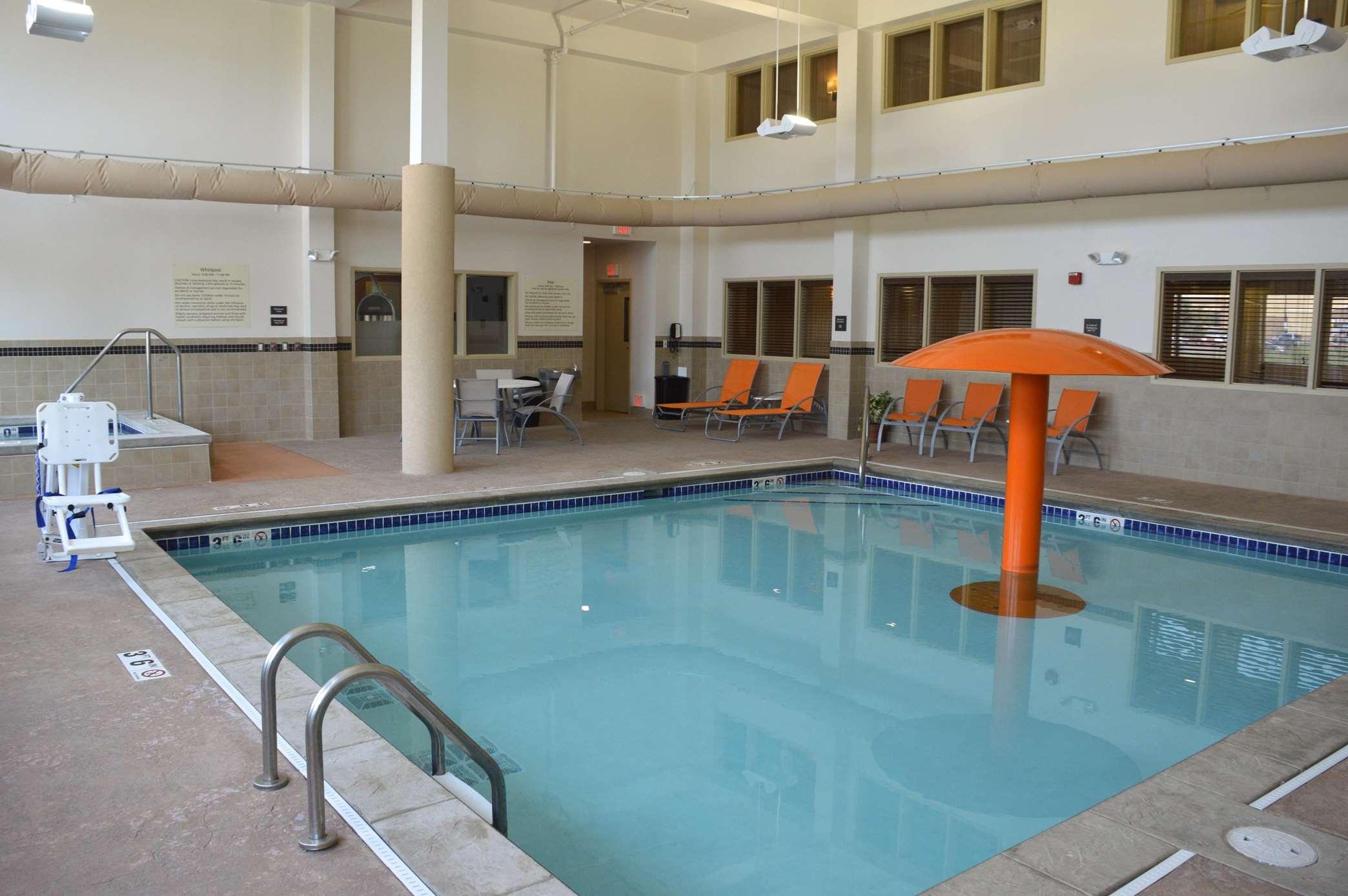 Hampton Inn & Suites Jamestown, ND image 18