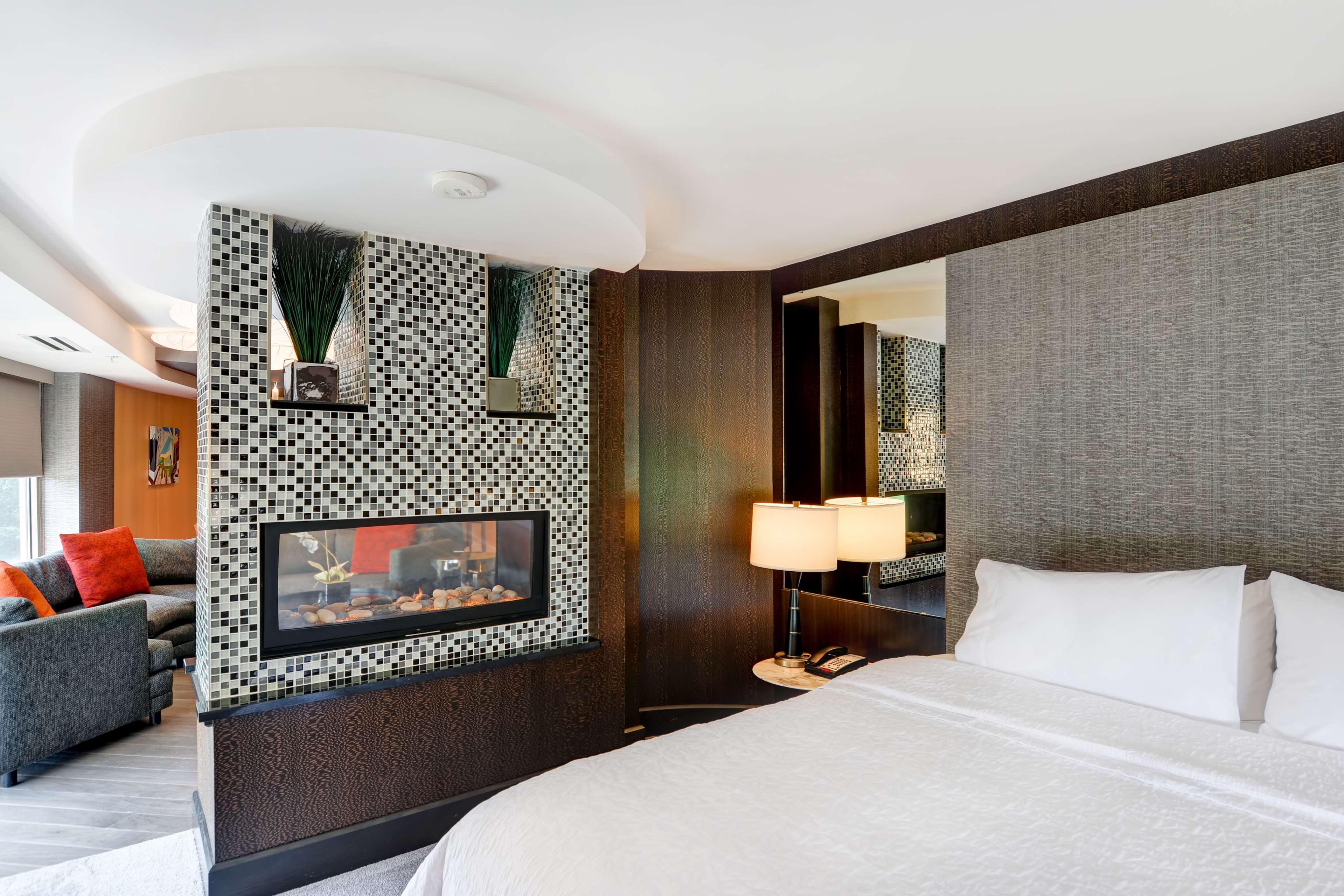 Hampton Inn & Suites Raleigh/Crabtree Valley image 23