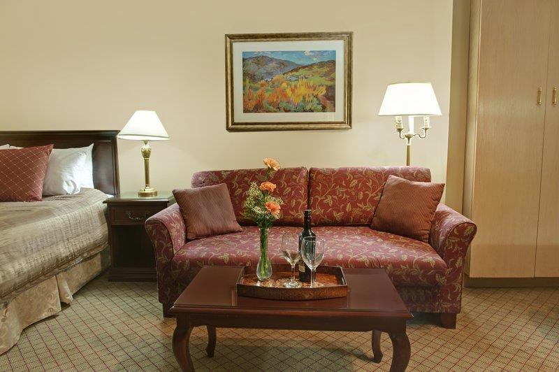 Best Western Bakerview Inn in Abbotsford: Kitchenette Sitting Area