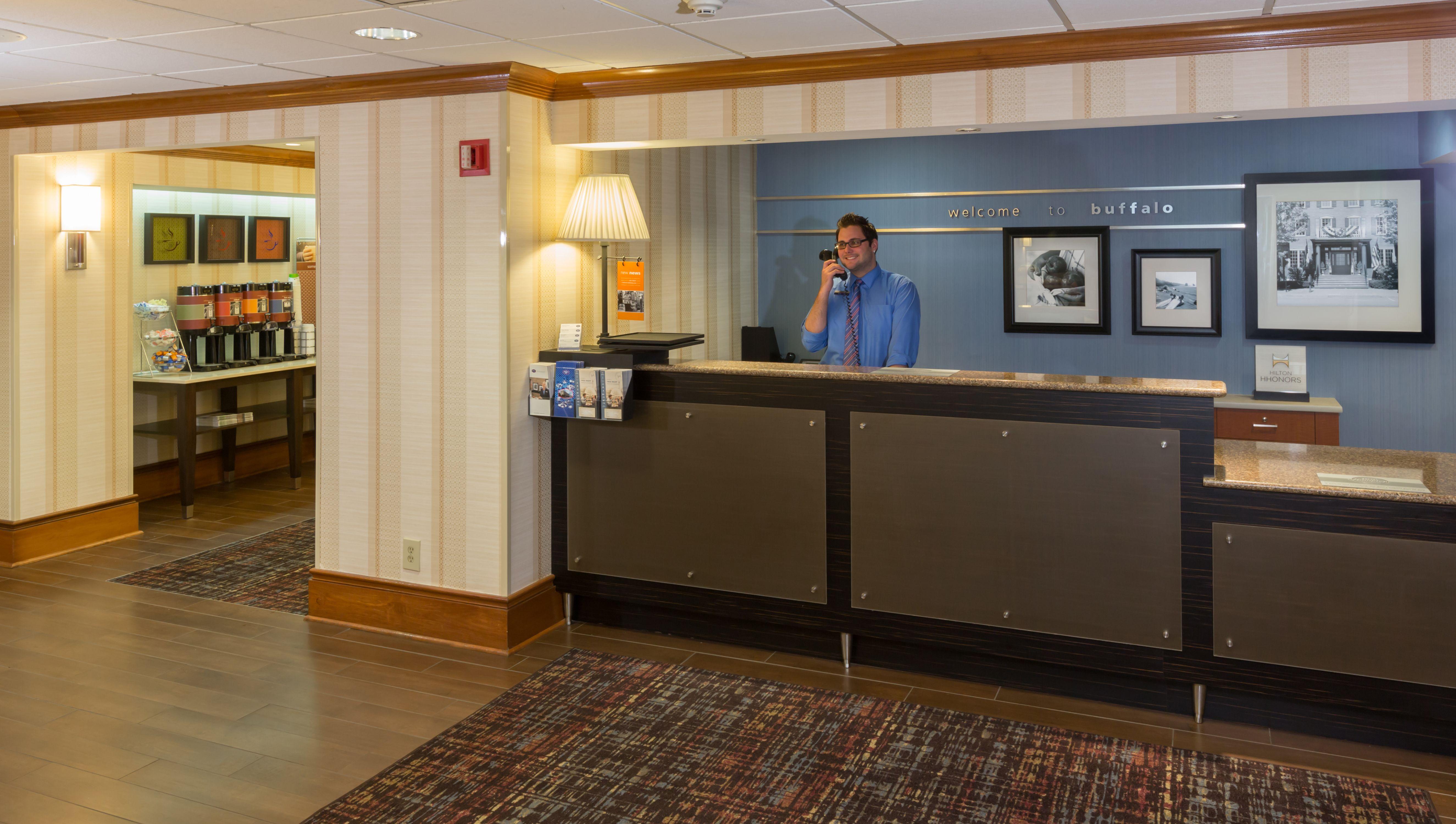 Hampton Inn Buffalo-Airport/Galleria Mall image 2