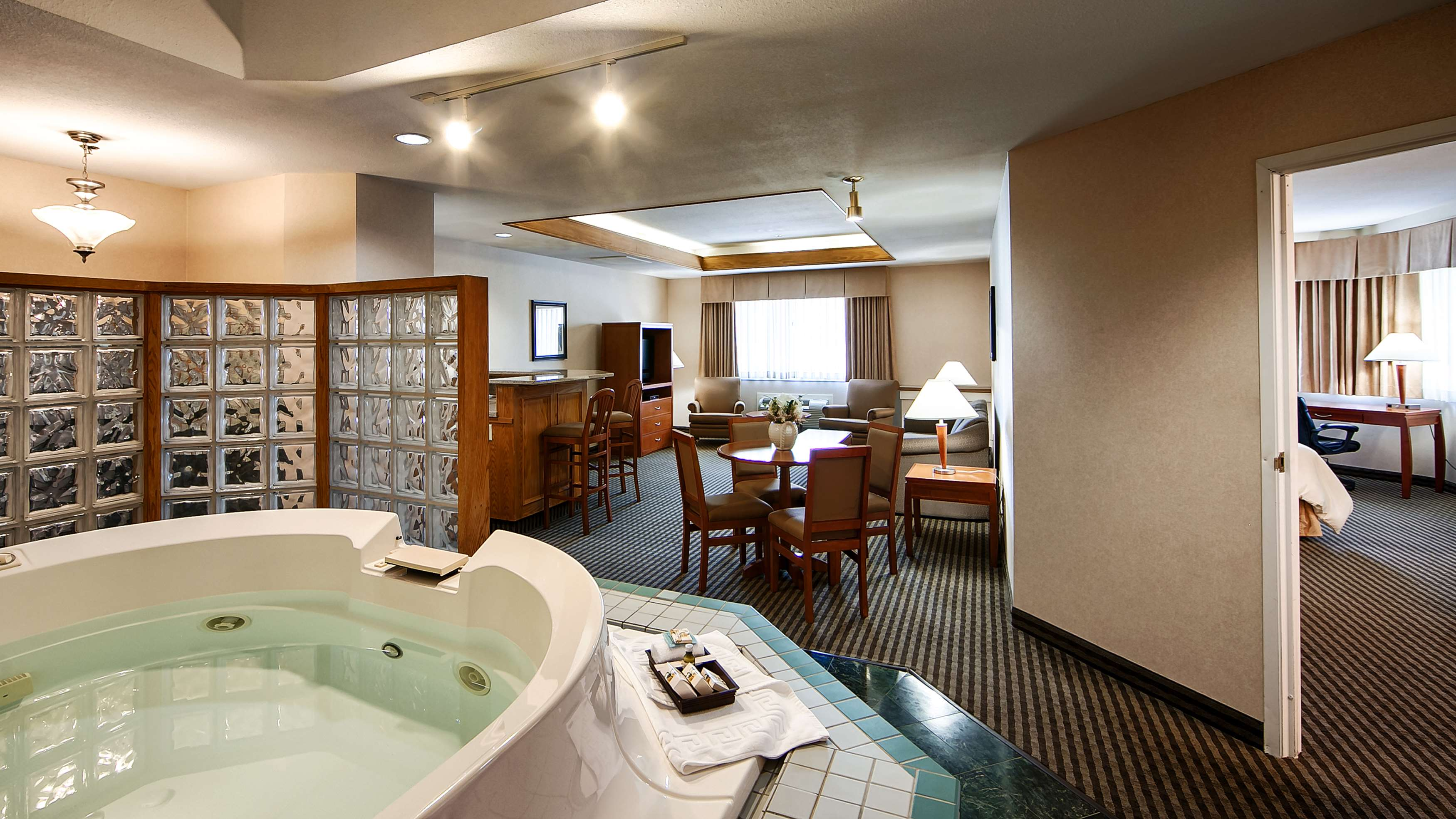 Best Western Rainbow Country Inn in Chilliwack: Spa Suite