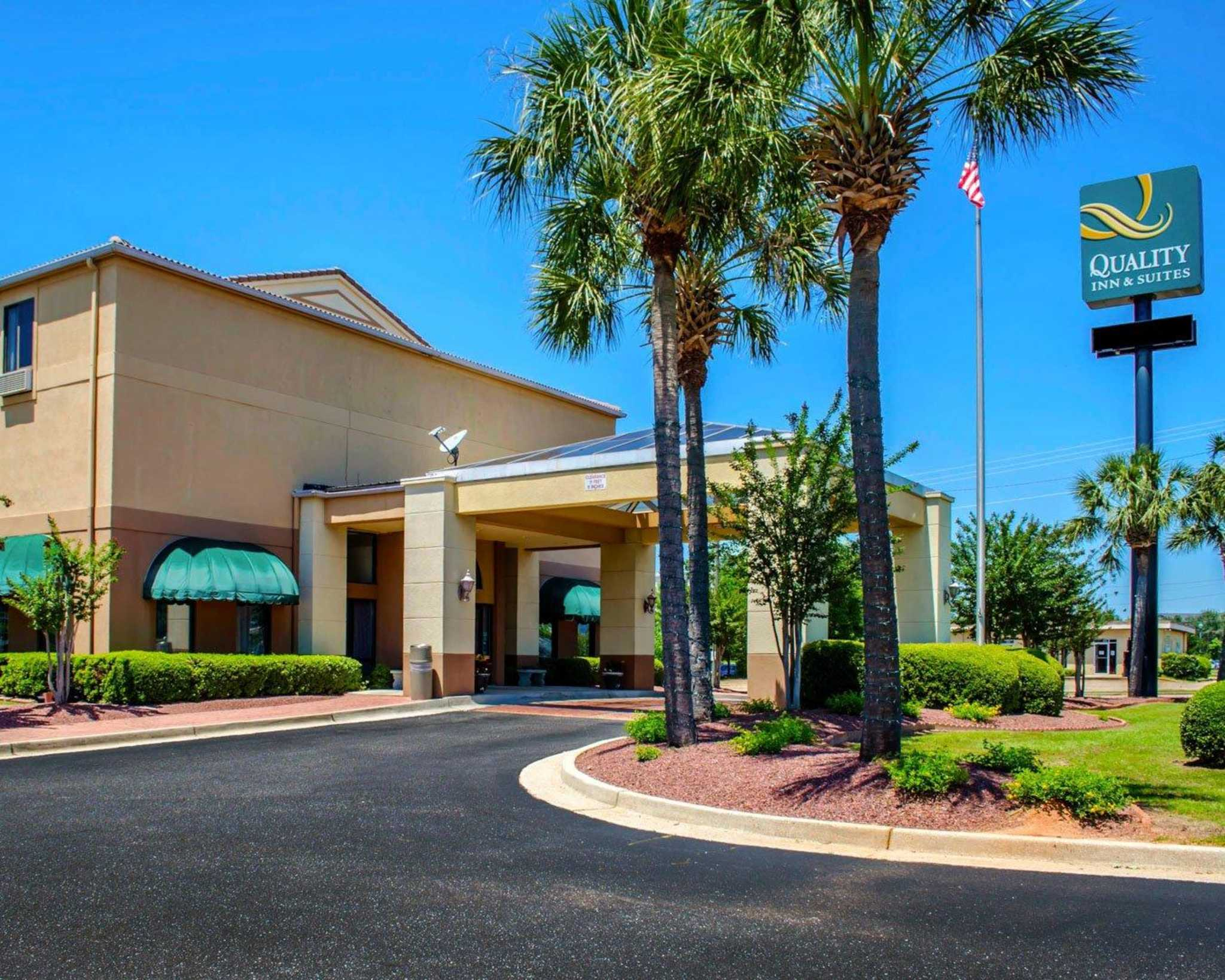 Quality Inn & Suites at Airport Blvd I-65 image 1