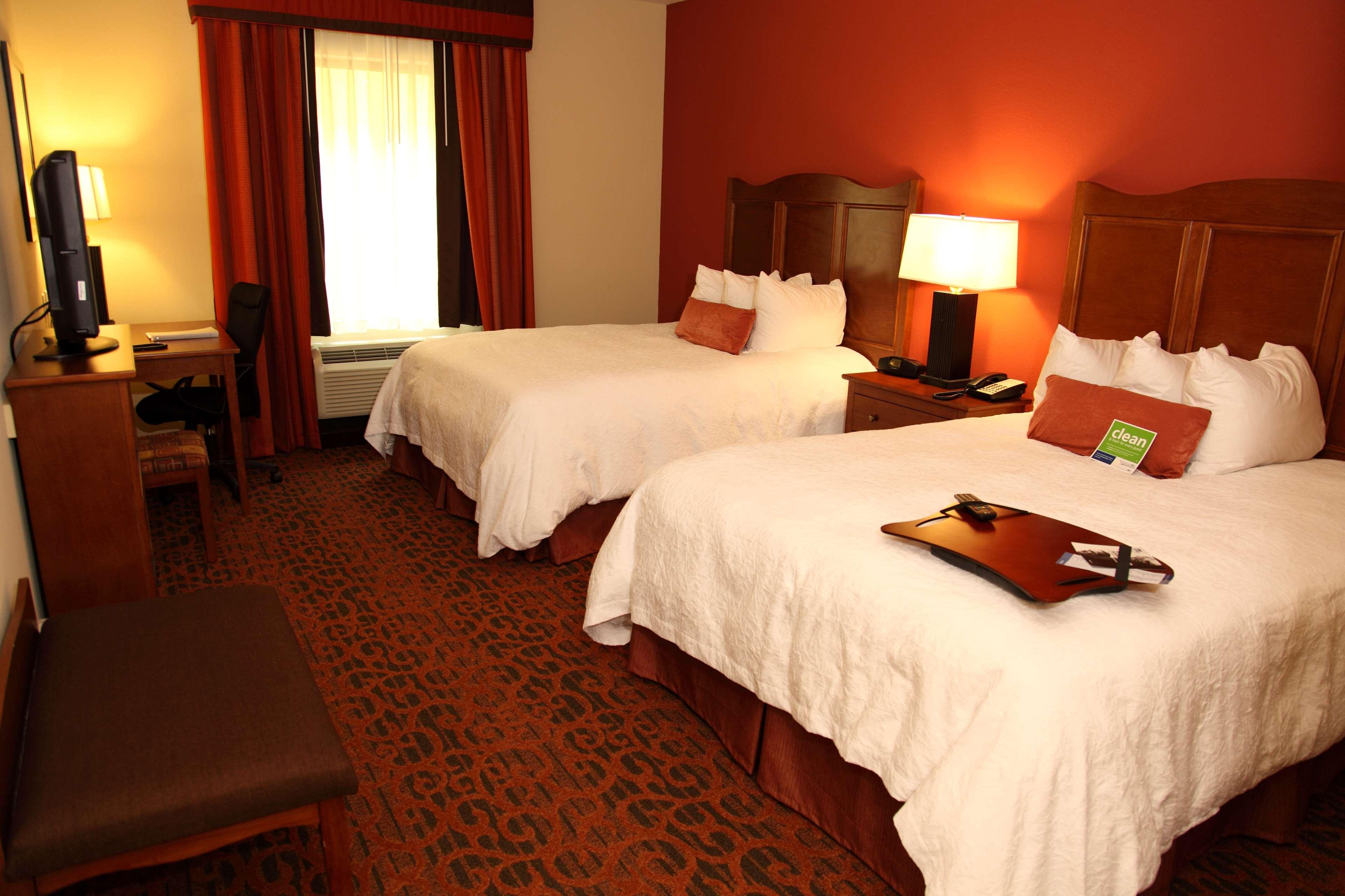 Hampton Inn & Suites Bastrop image 14