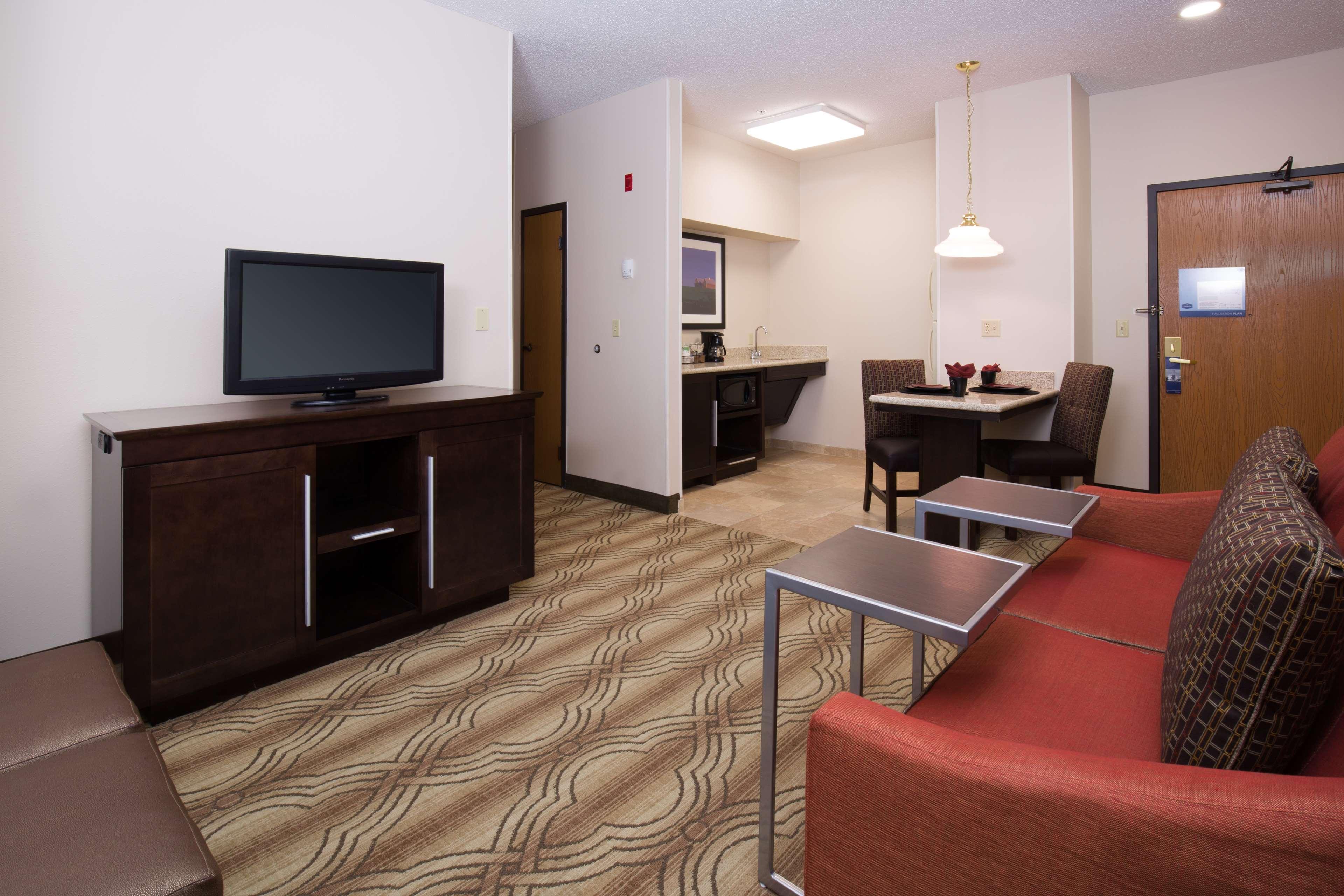 Hampton Inn & Suites Ft. Wayne-North image 16