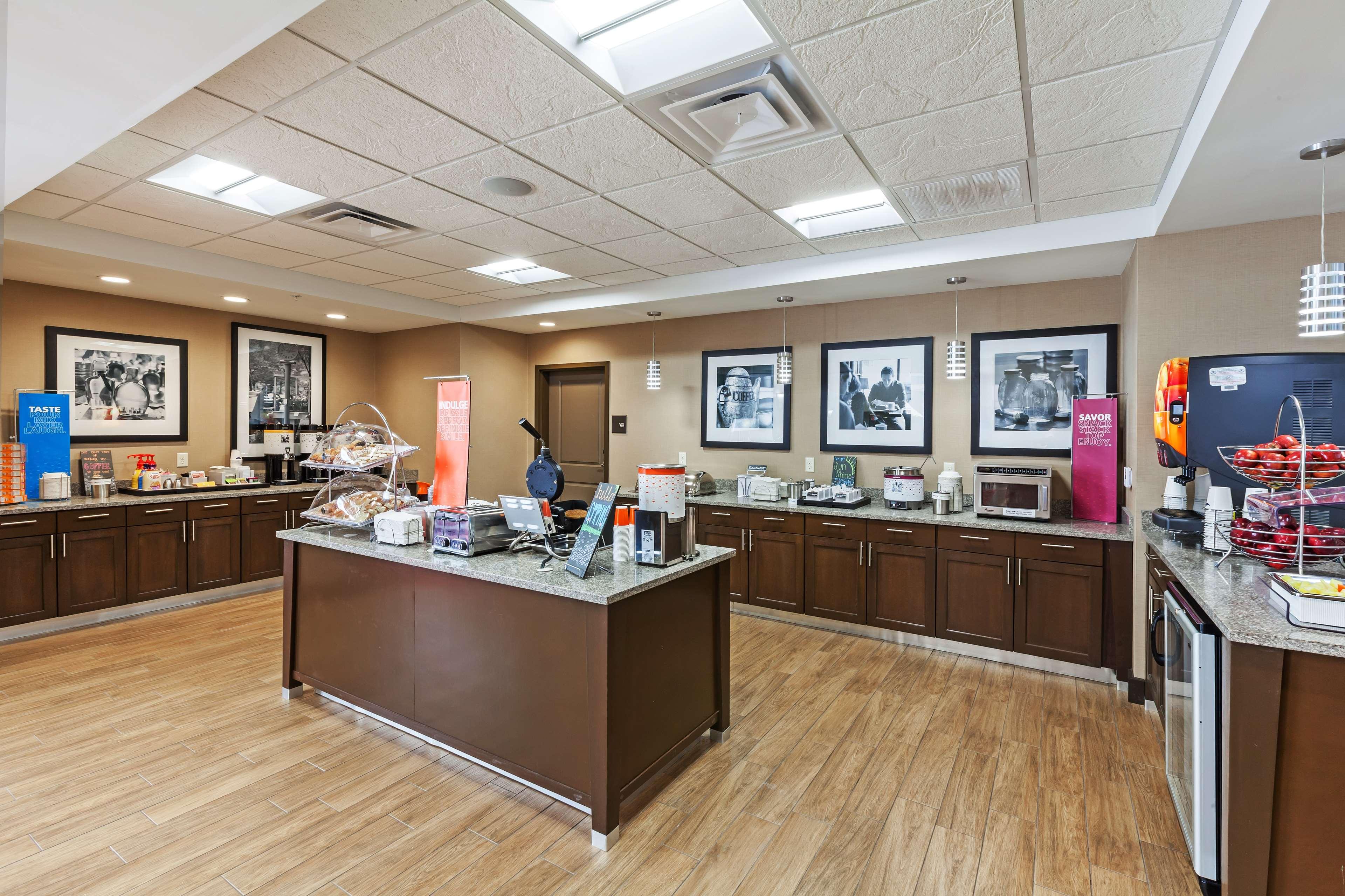 Hampton Inn & Suites Claremore image 12