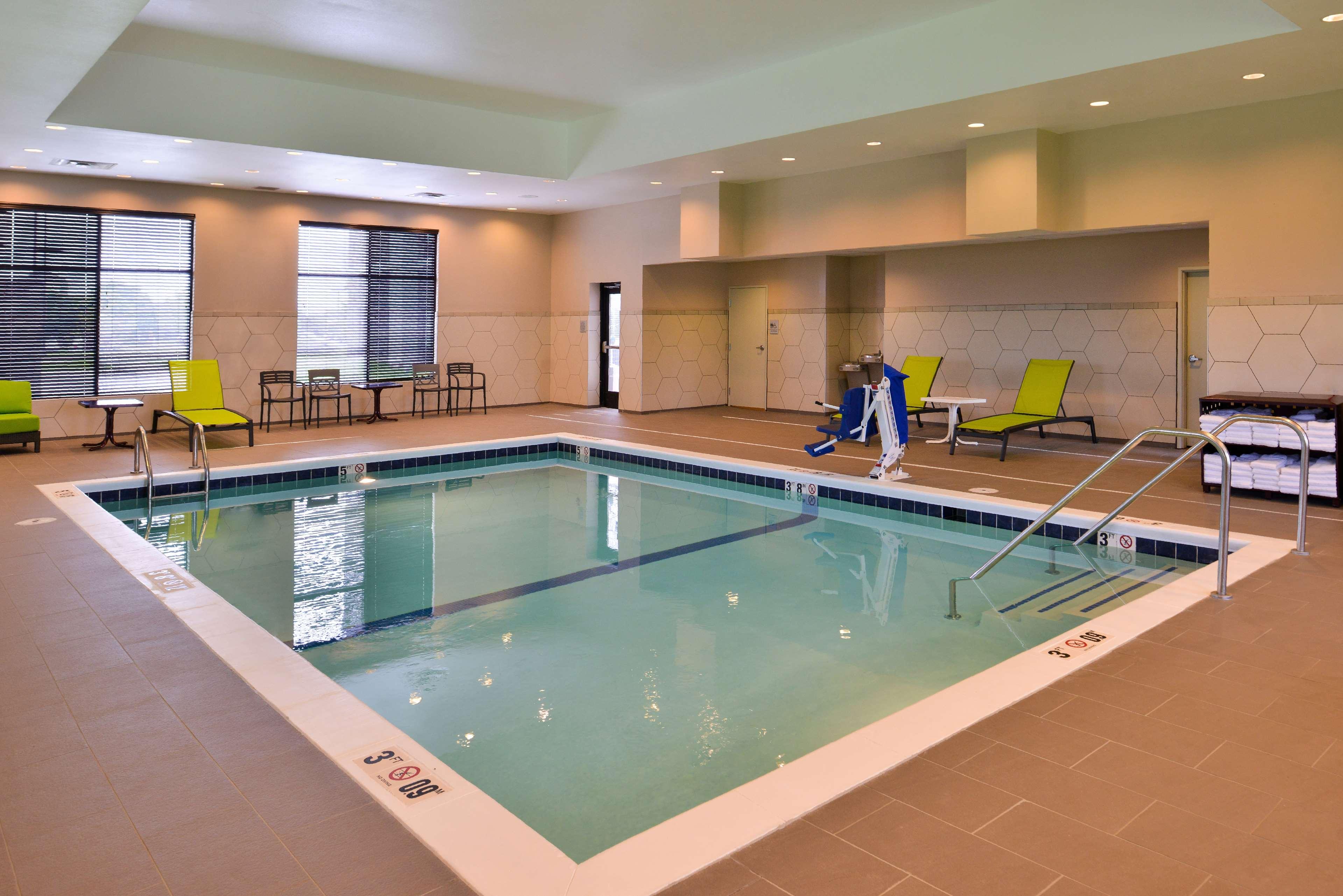 Hampton Inn & Suites St. Paul Oakdale/Woodbury image 6