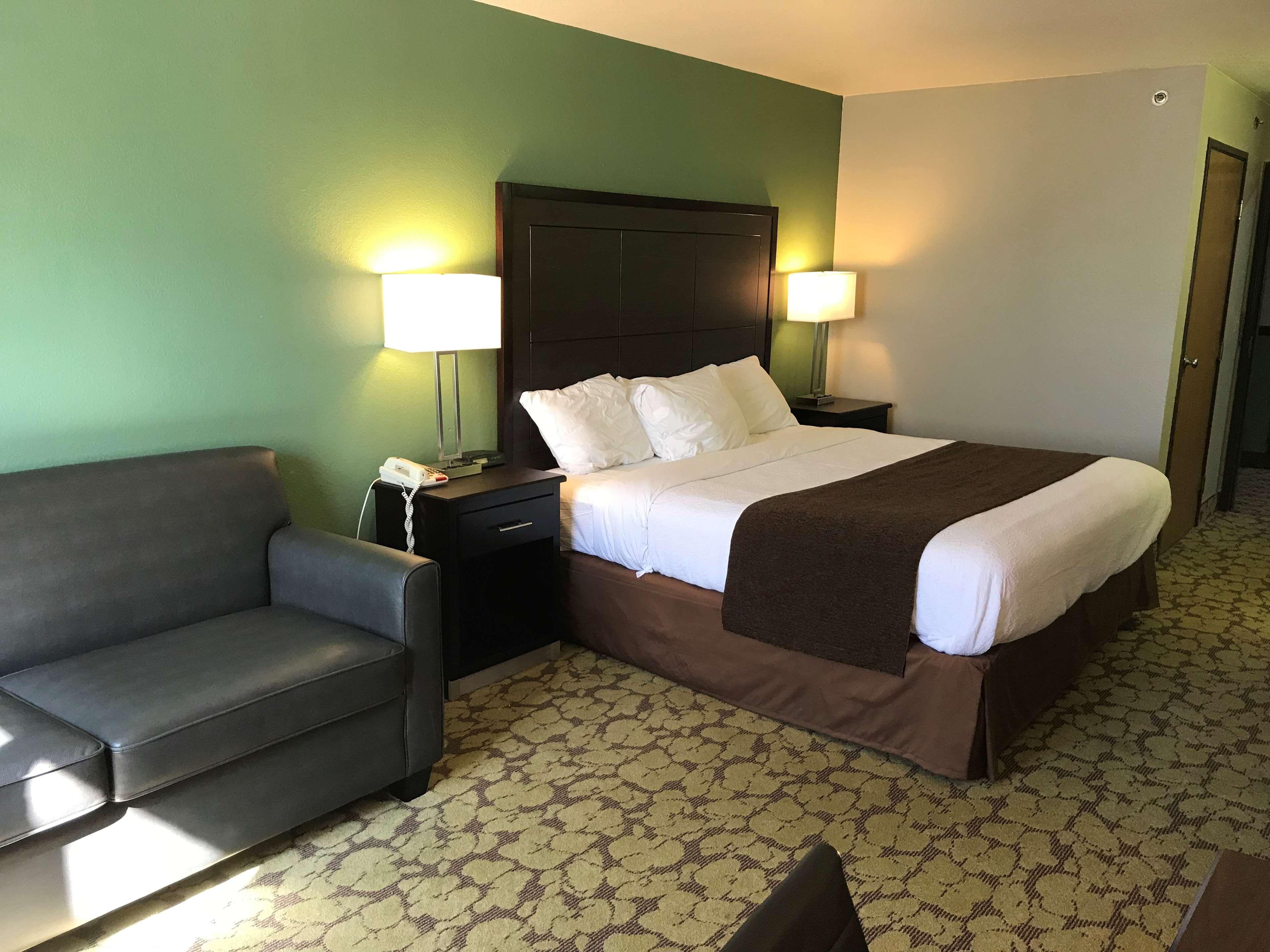 SureStay Plus Hotel by Best Western Bettendorf image 17