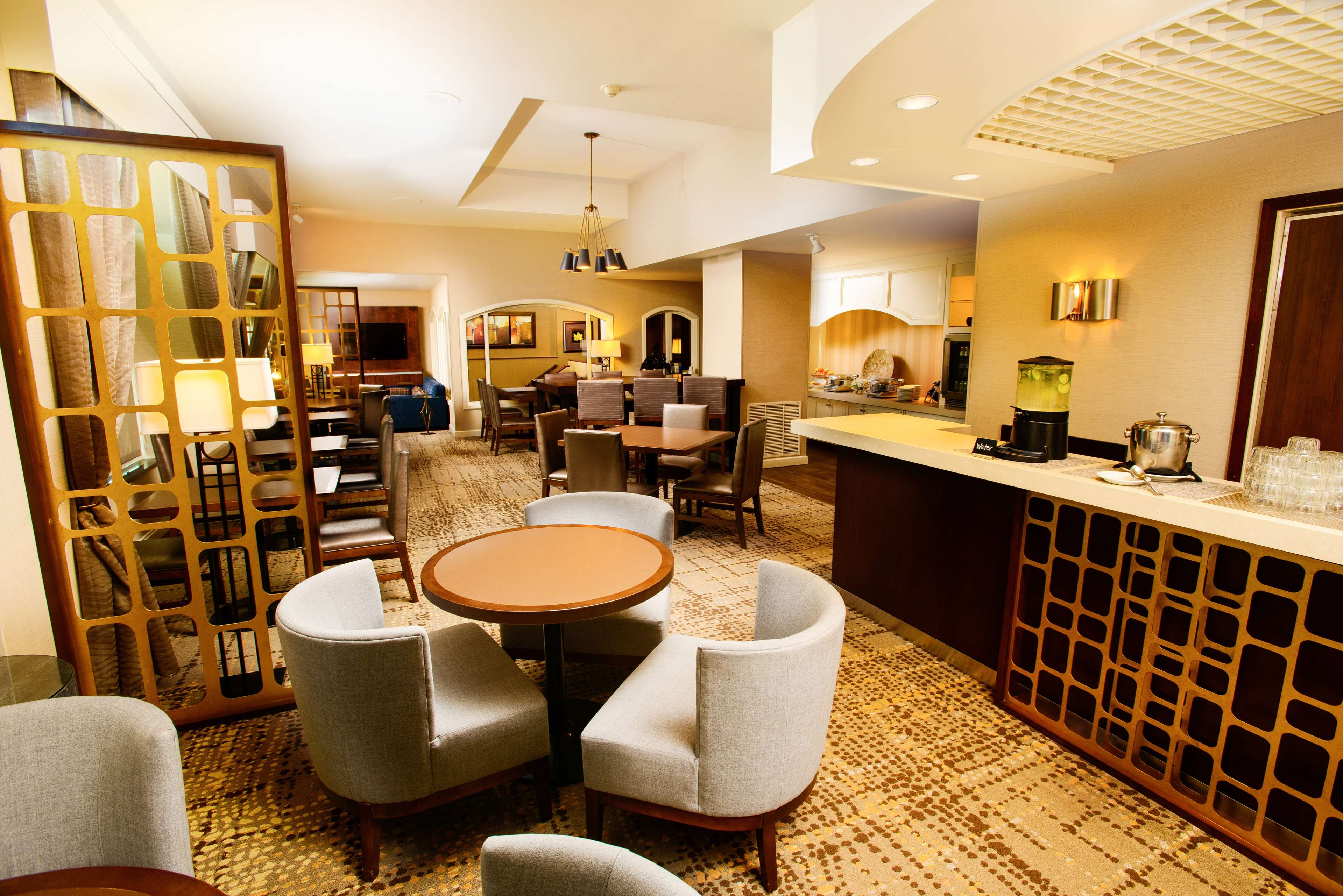 DoubleTree by Hilton Hotel Rochester - Mayo Clinic Area image 11