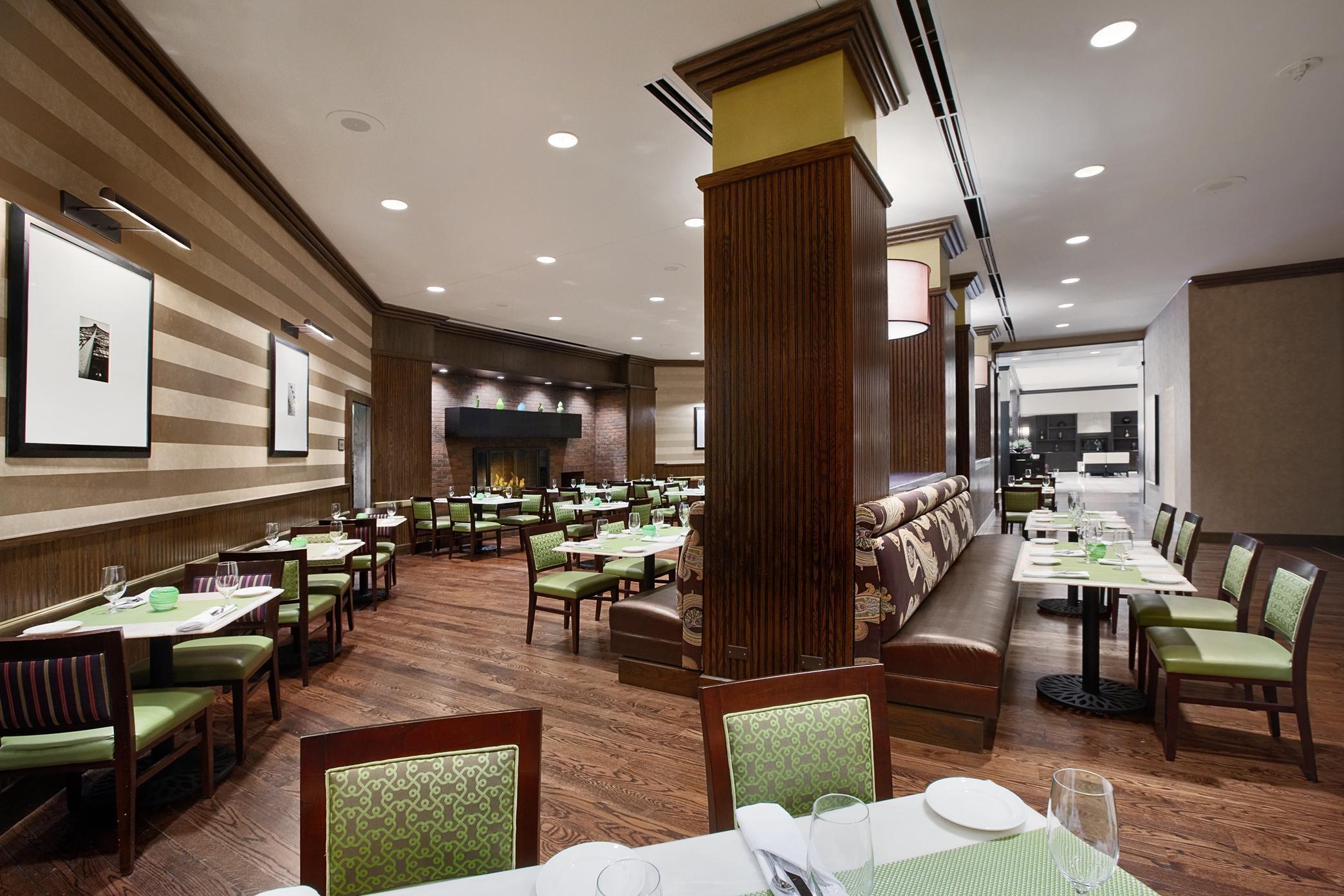 Hilton Rosemont/Chicago O'Hare image 11