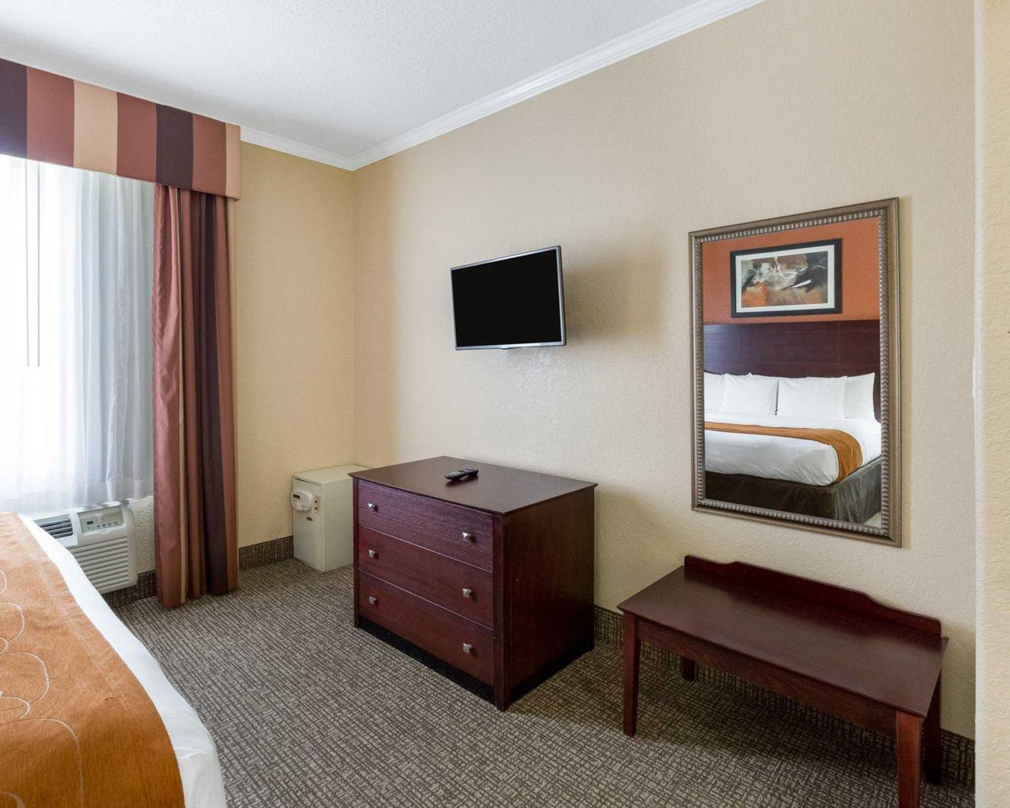 Comfort Suites image 36