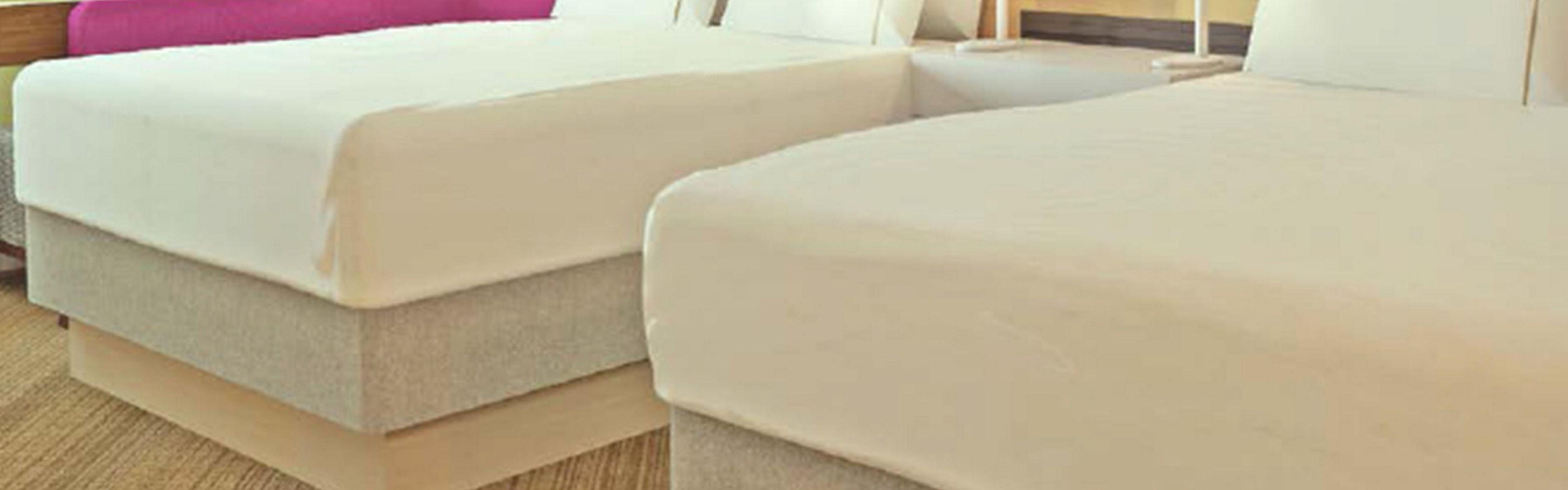 Holiday Inn Express & Suites Camarillo image 1
