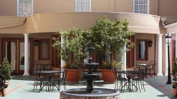 DoubleTree by Hilton Hotel & Suites Charleston - Historic District image 3