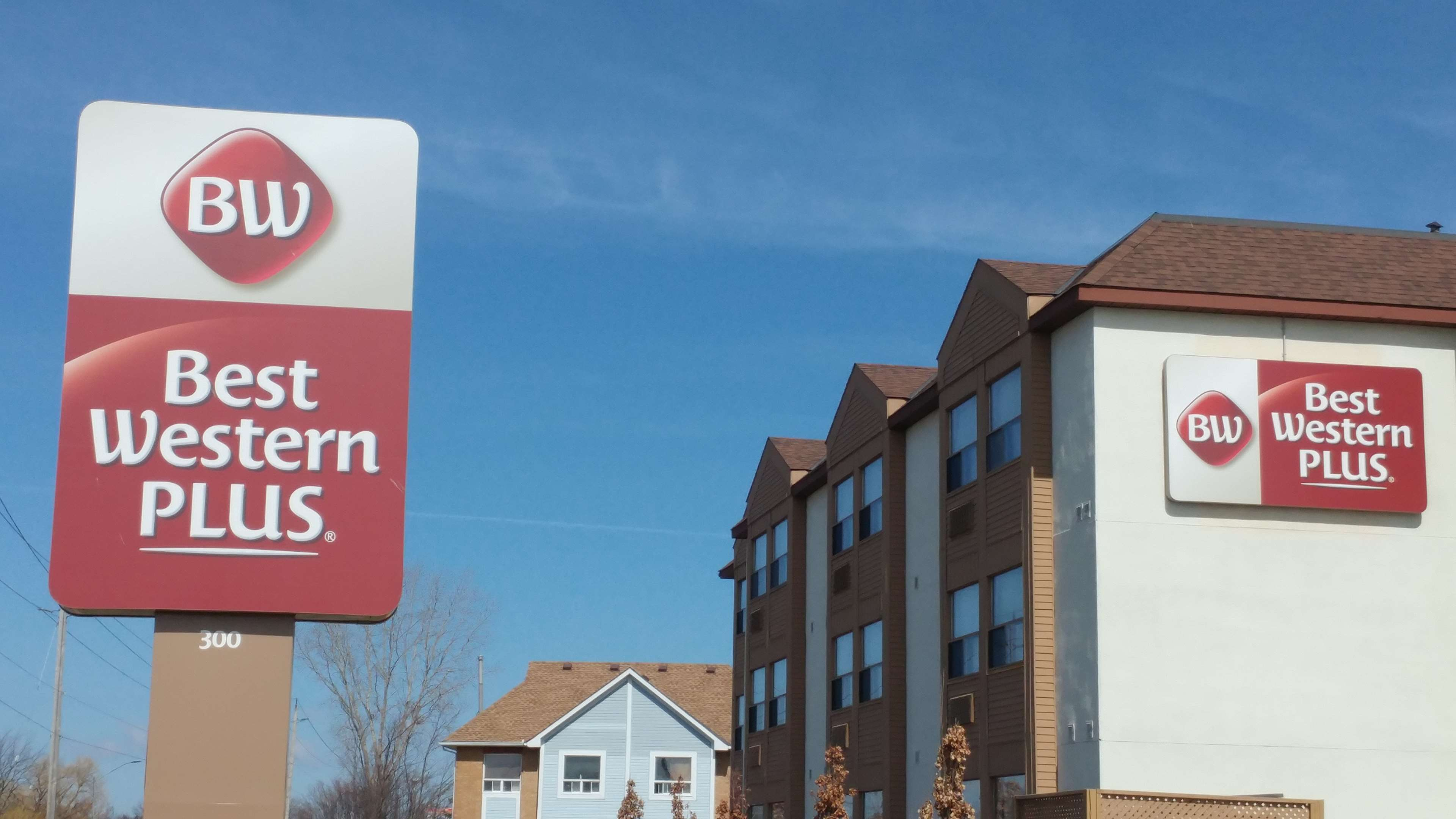 Best Western Plus Rose City Suites in Welland: Outdoor Sign