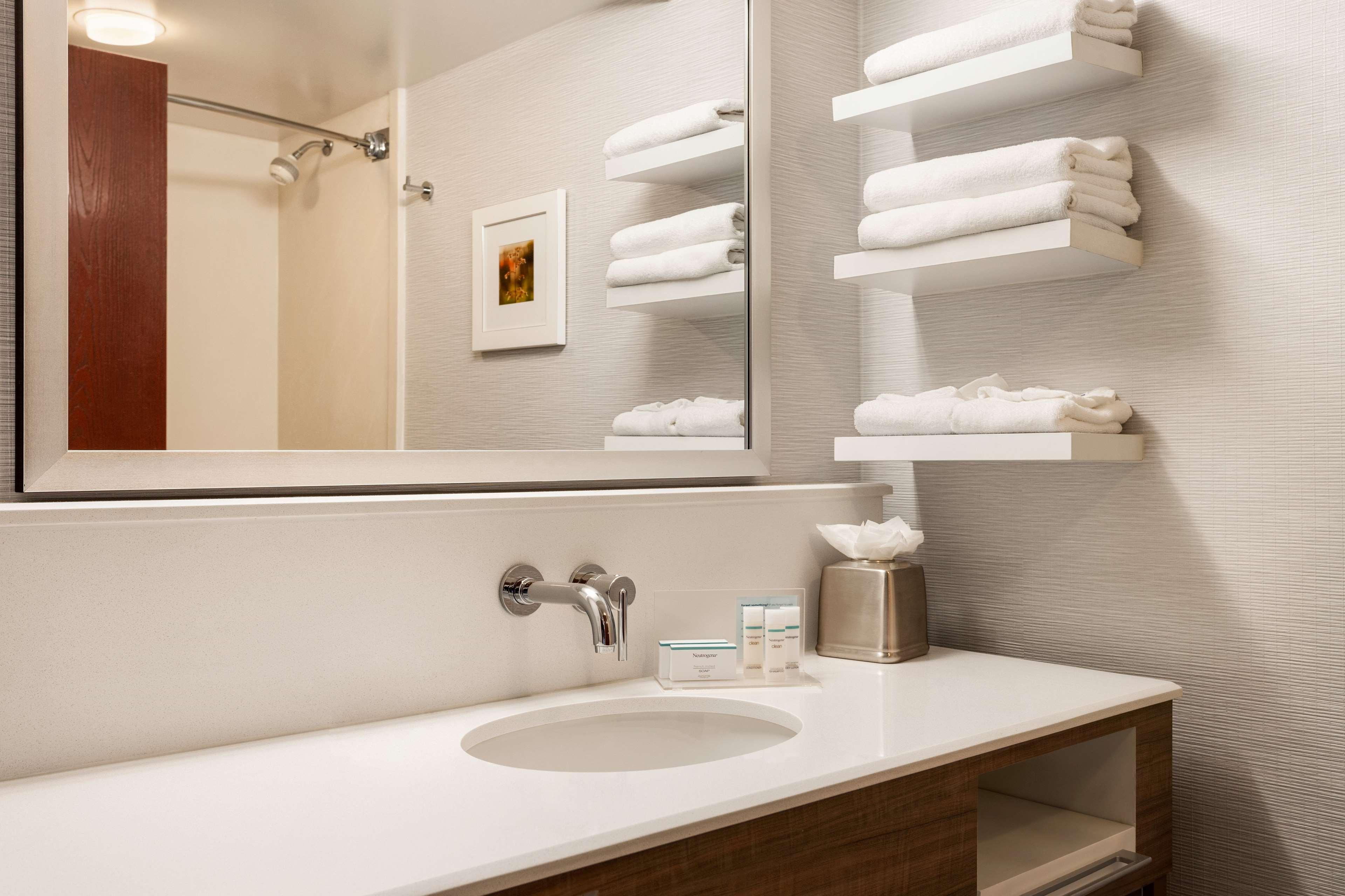 Hampton Inn & Suites Denver-Cherry Creek image 21