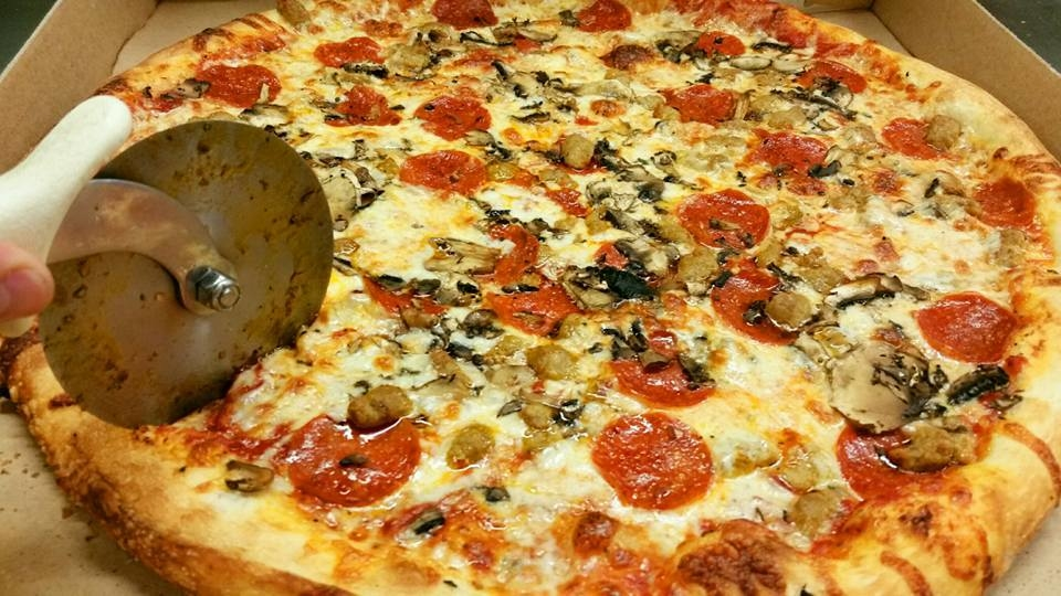 Ronnie's Pizza image 10