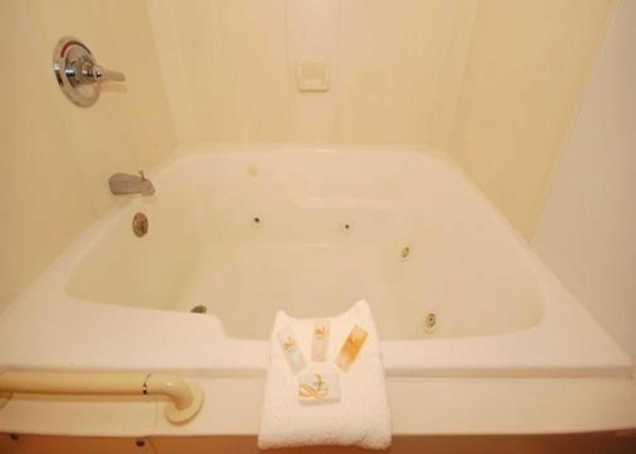 Econo Lodge Inn & Suites image 13