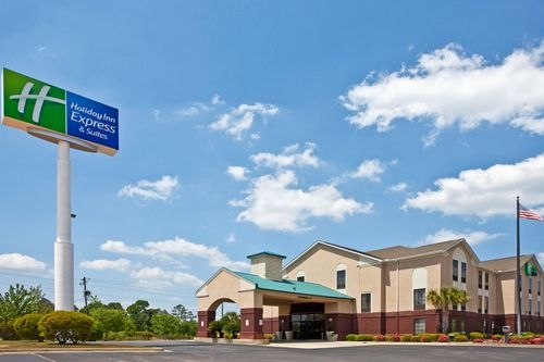 Holiday Inn Express & Suites Milton East I-10 - ad image