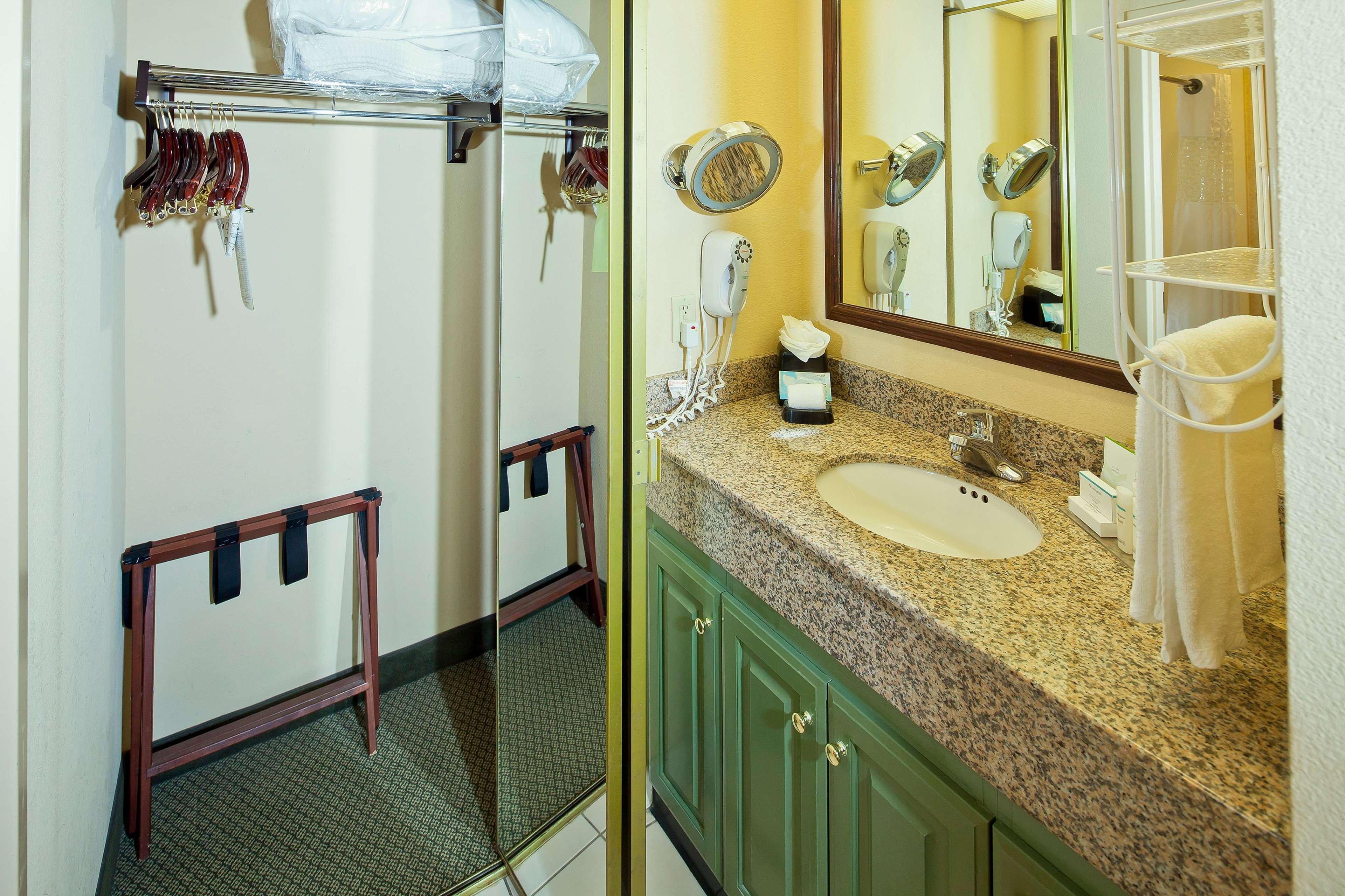Hampton Inn & Suites Nashville-Green Hills image 31
