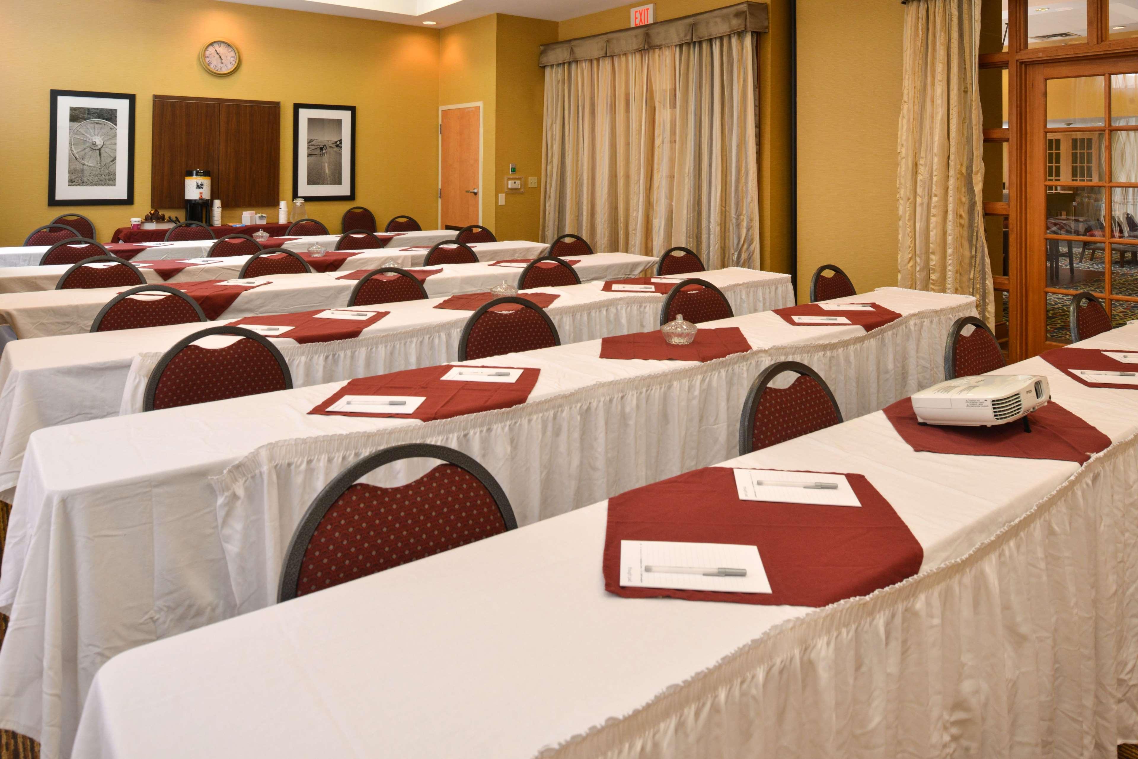 Hampton Inn & Suites Pueblo-Southgate image 45